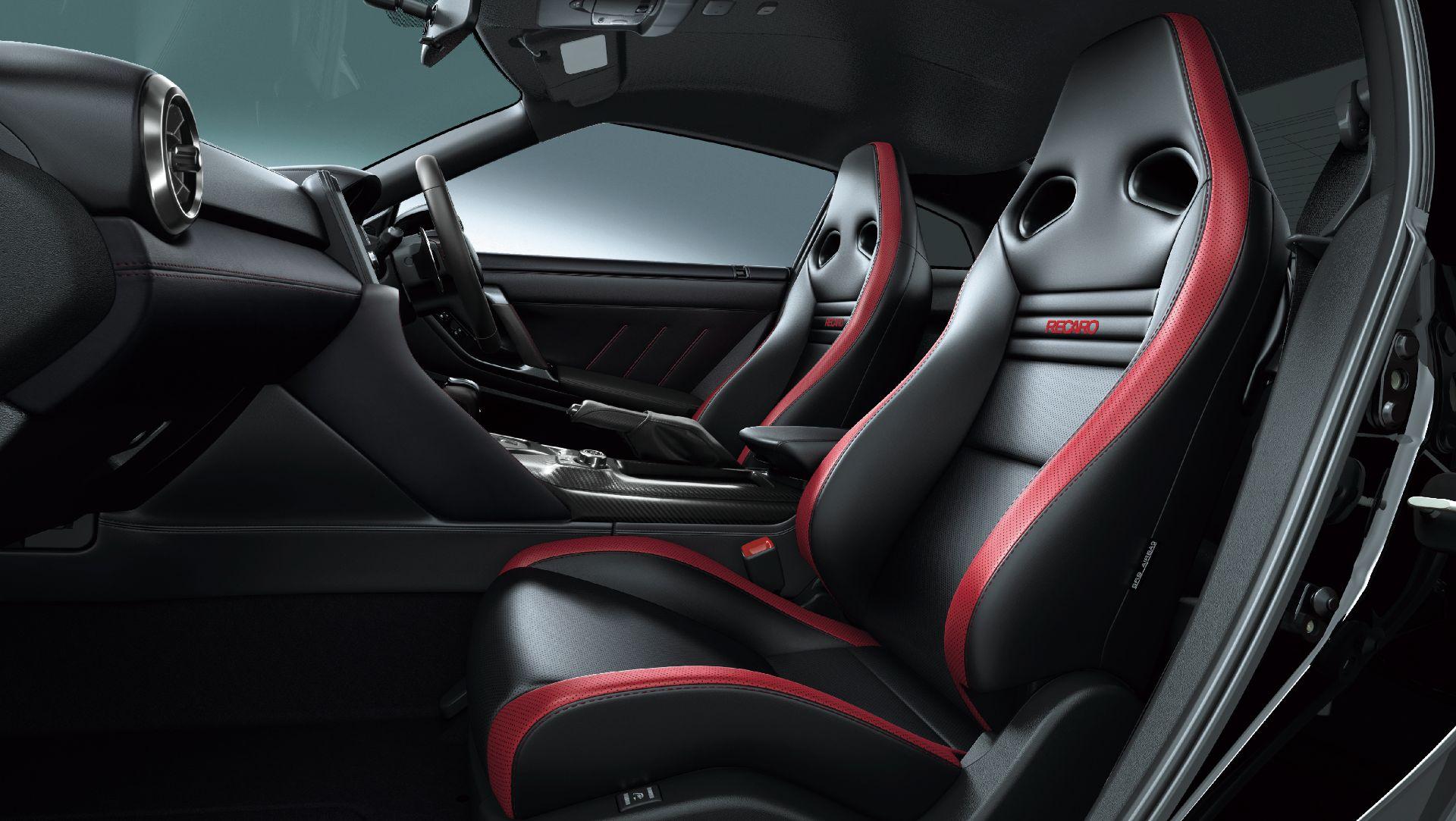 Nissan-GT-R-2021-17