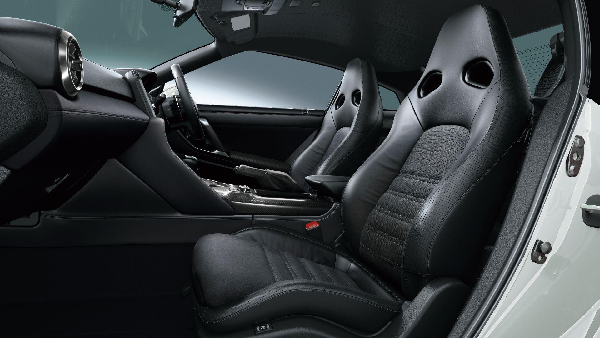 Nissan-GT-R-2021-18