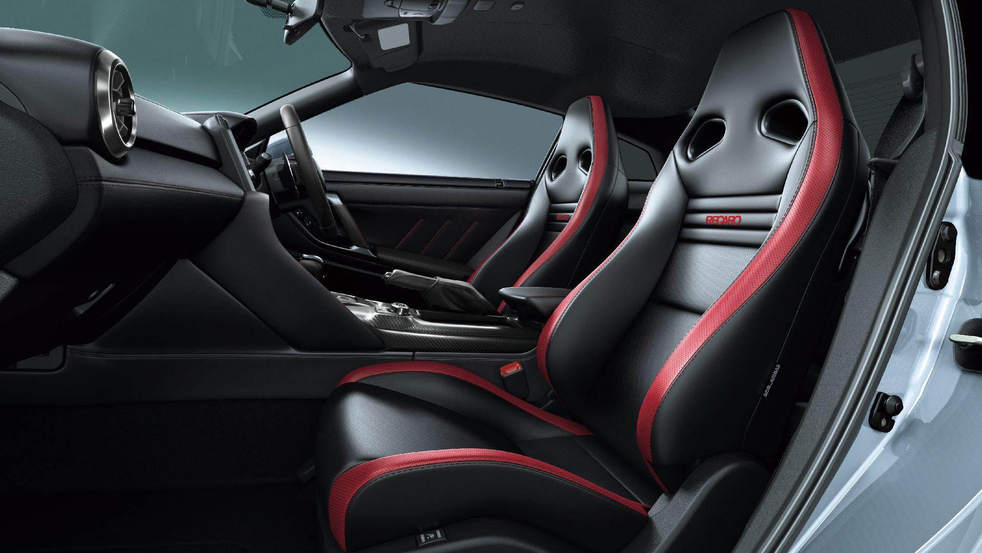 Nissan-GT-R-2021-19
