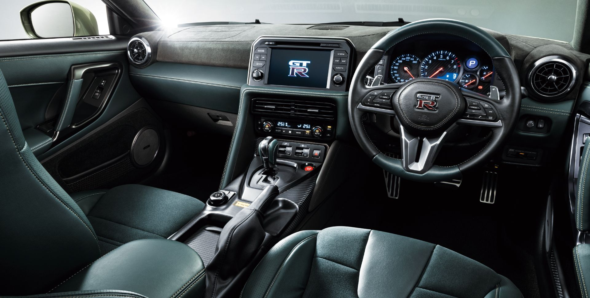 Nissan-GT-R-2021-23