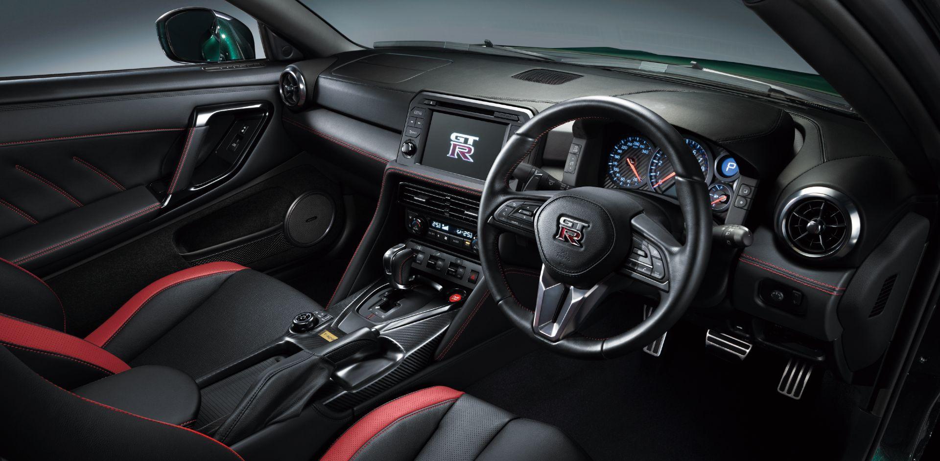 Nissan-GT-R-2021-24