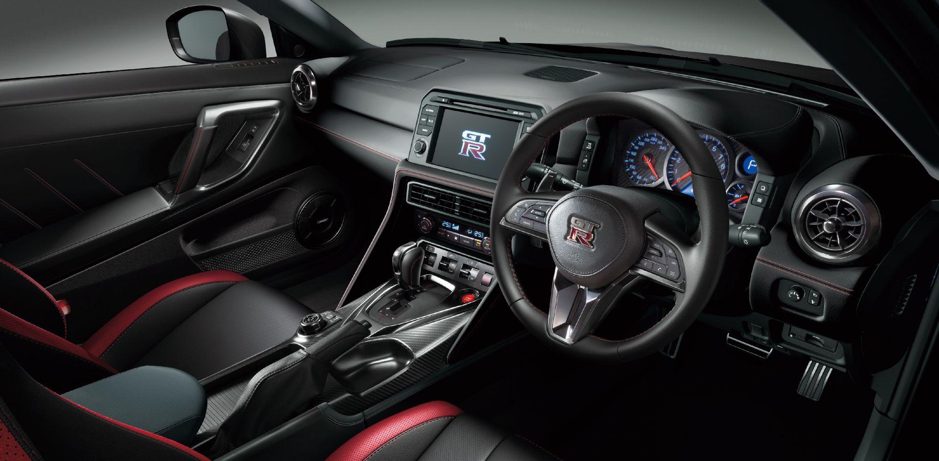 Nissan-GT-R-2021-25