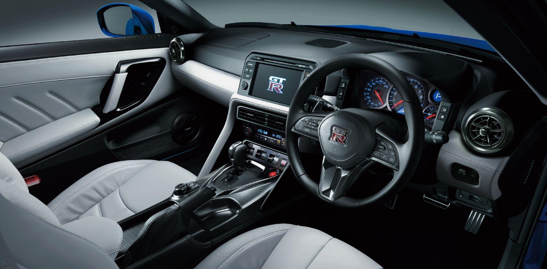 Nissan-GT-R-2021-26