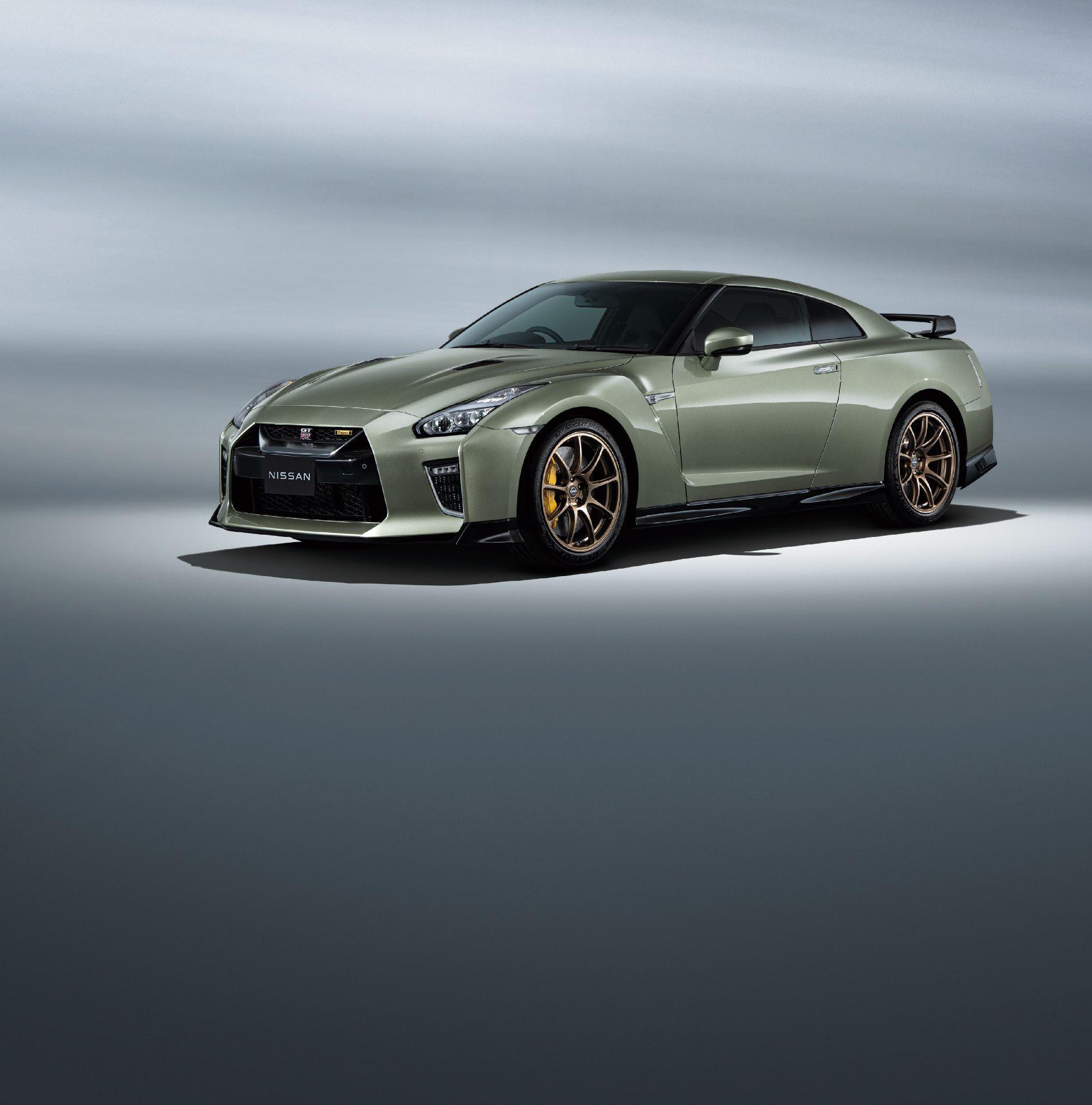 Nissan-GT-R-2021-6