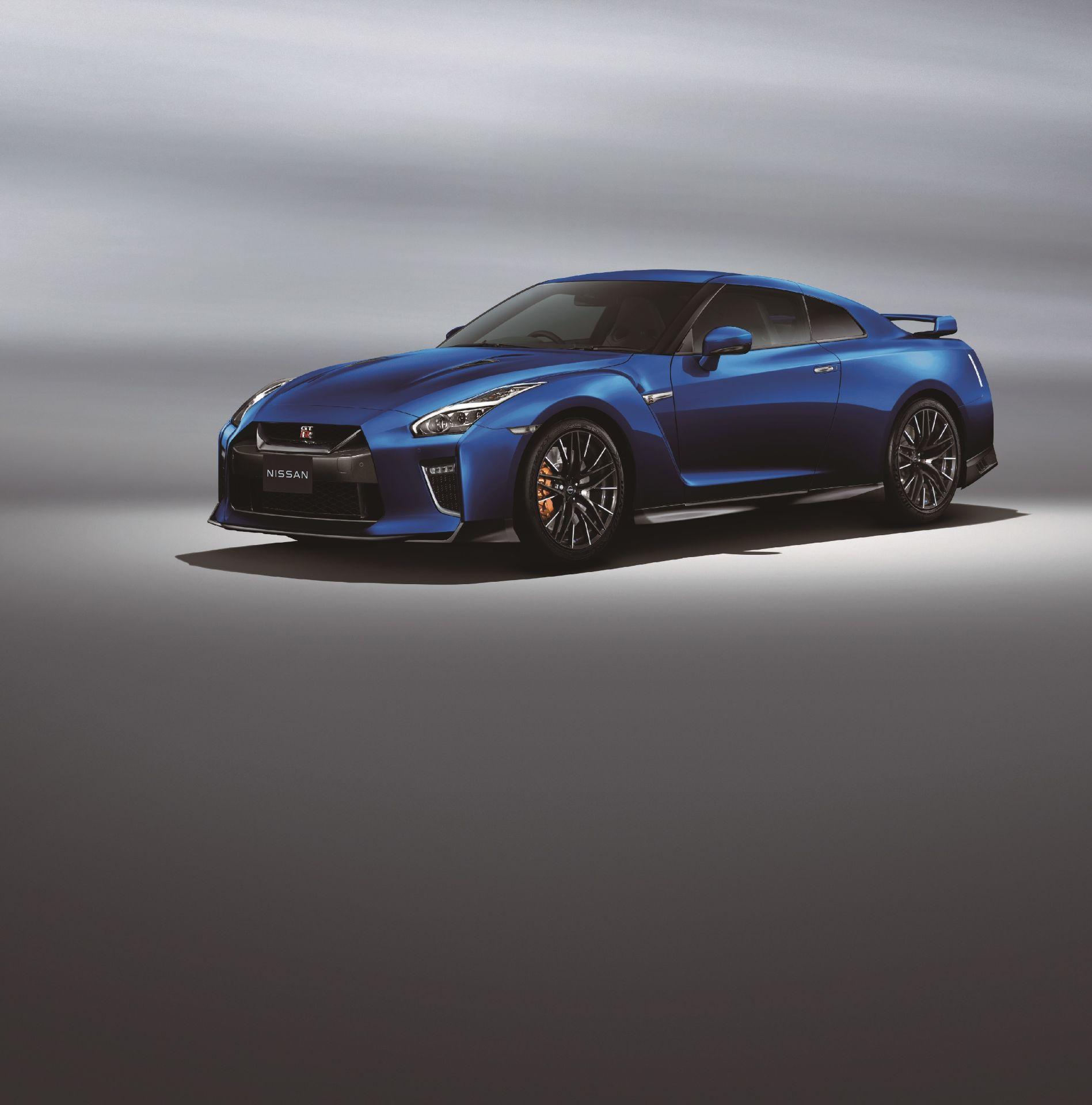 Nissan-GT-R-2021-8
