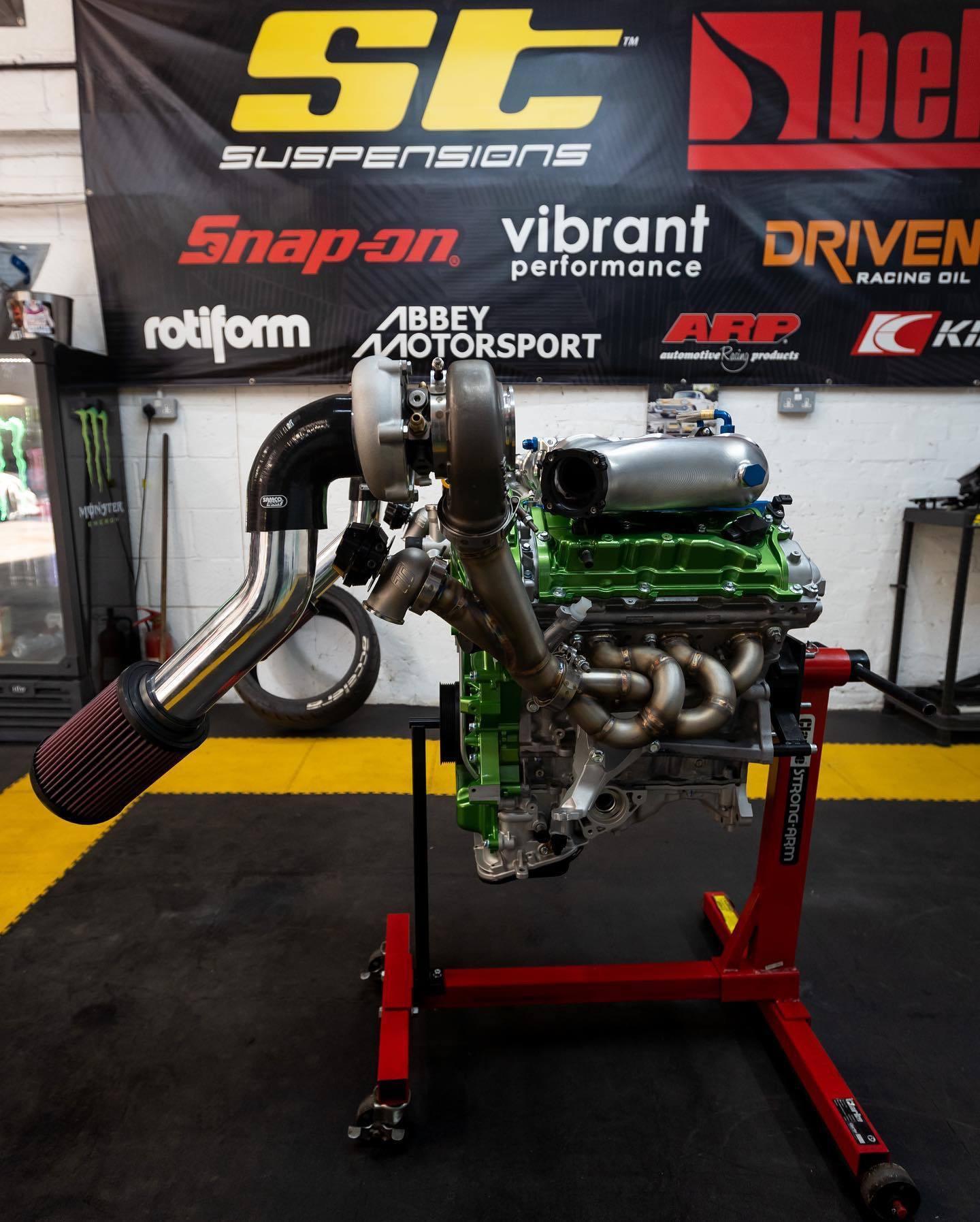 Nissan_Navara-R_engine-0005