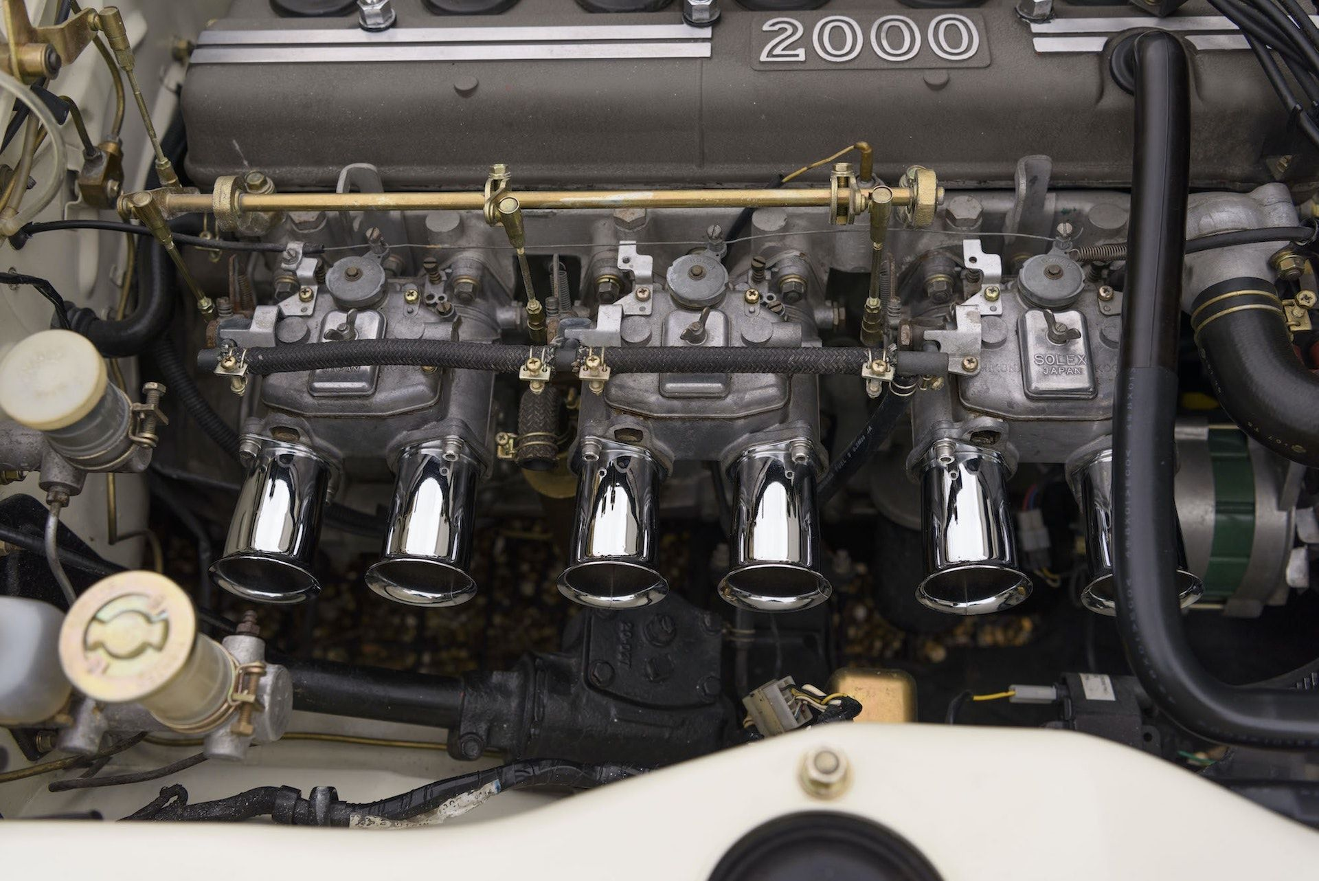 Nissan-Skyline-R32-GT-R-Hakosuka-30