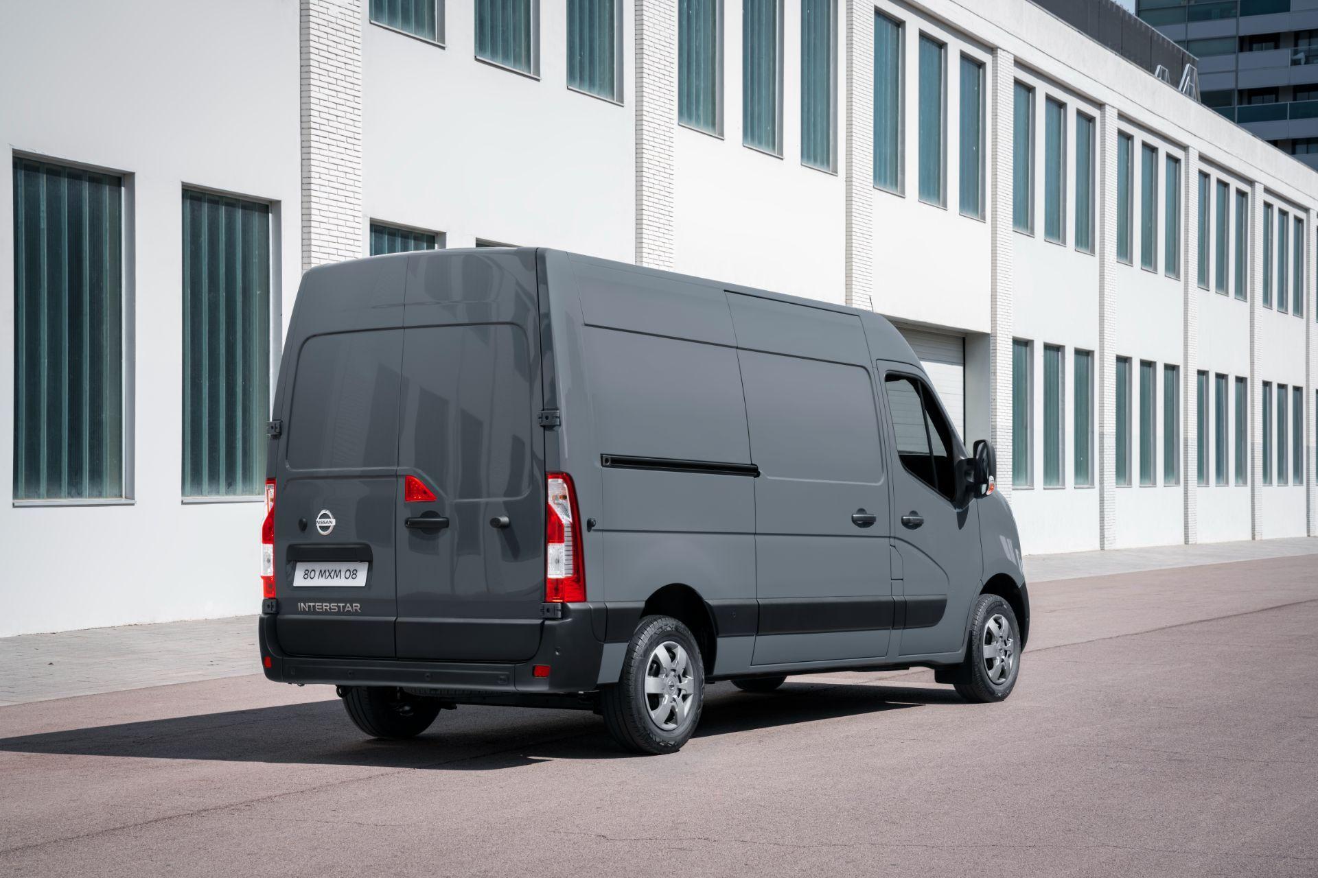 2022-Nissan-Interstar-Van-4