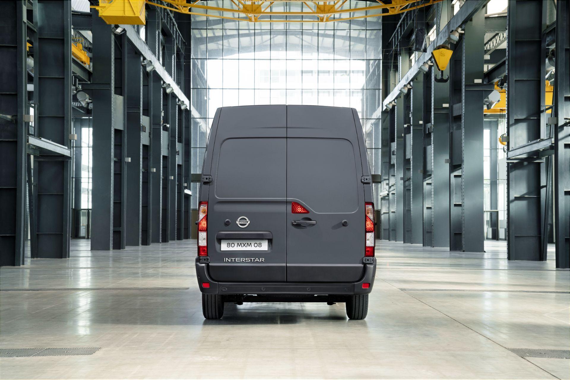 2022-Nissan-Interstar-Van-5