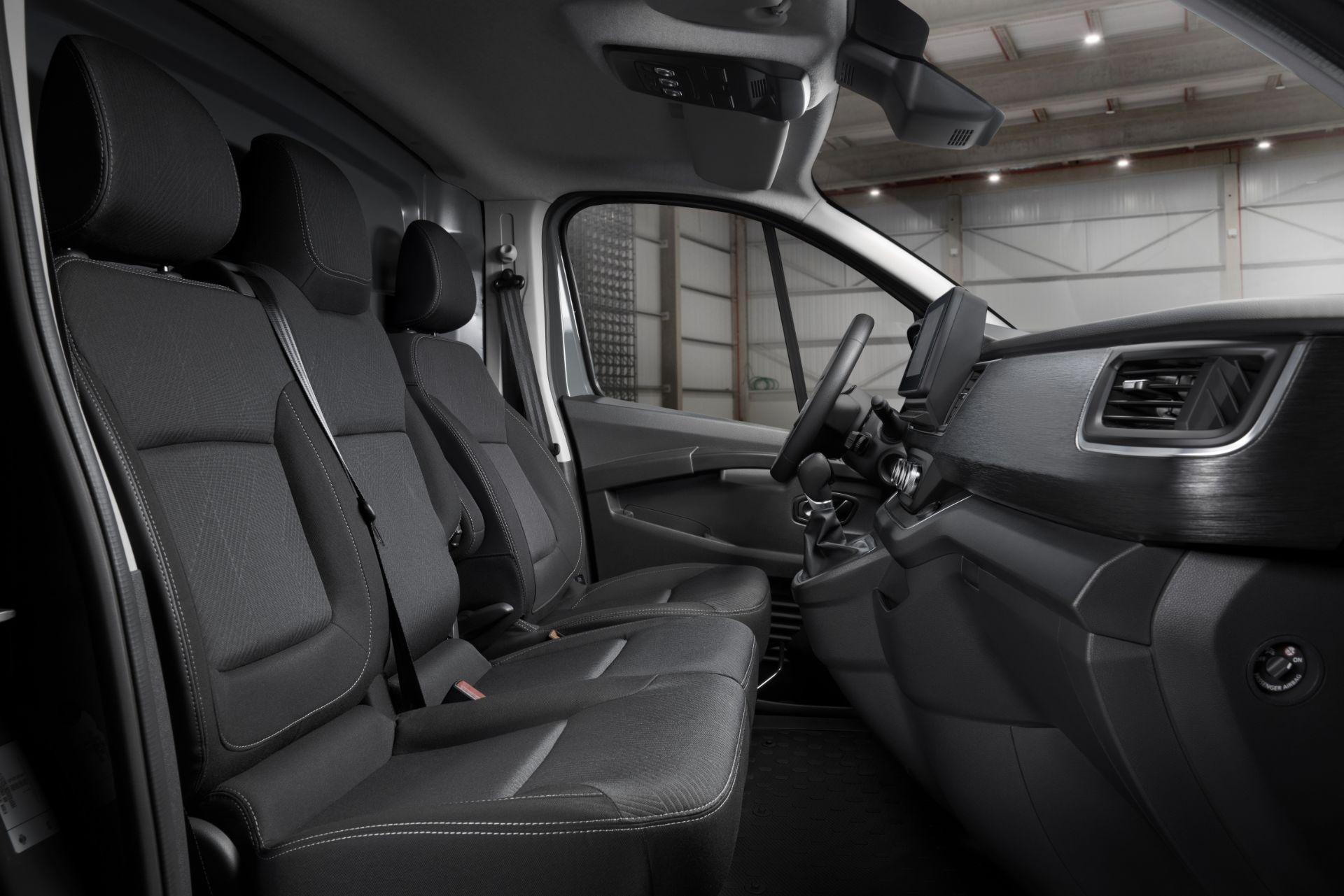 2022-Nissan-Primastar-Van-16