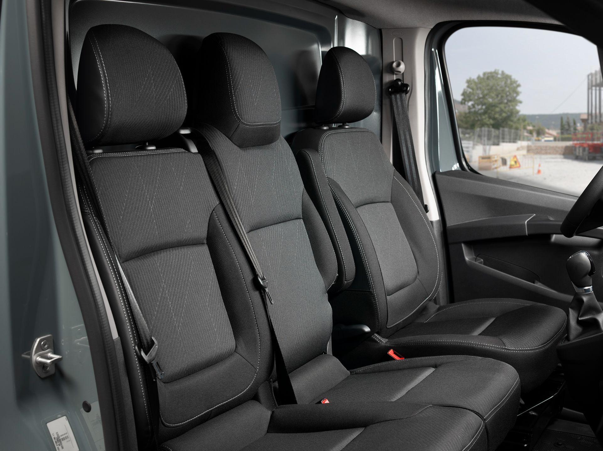 2022-Nissan-Primastar-Van-18
