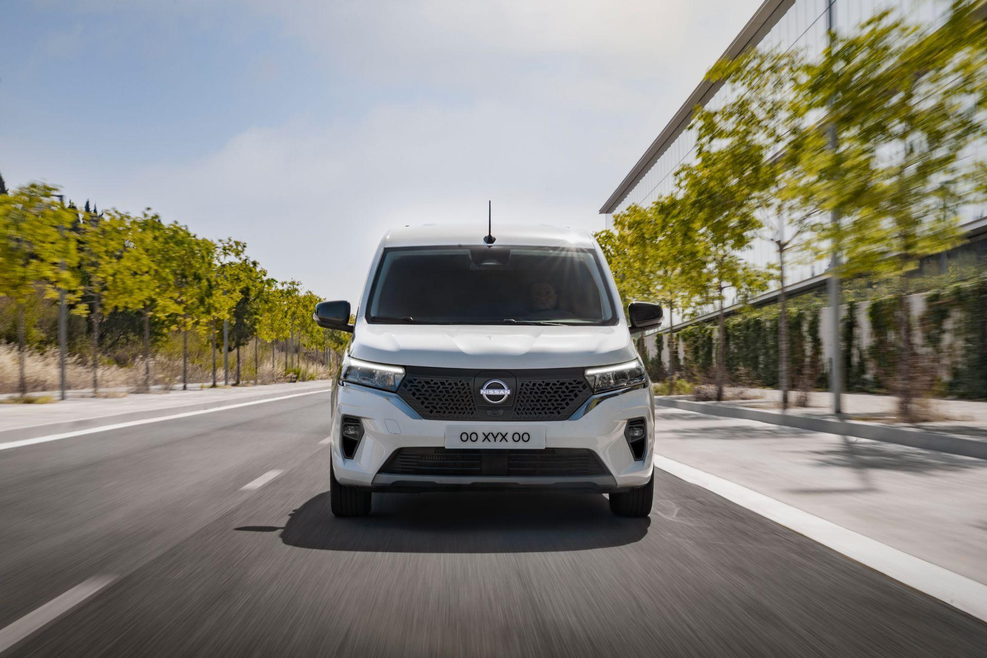 2022-Nissan-Townstar-EV-van-dynamic-1