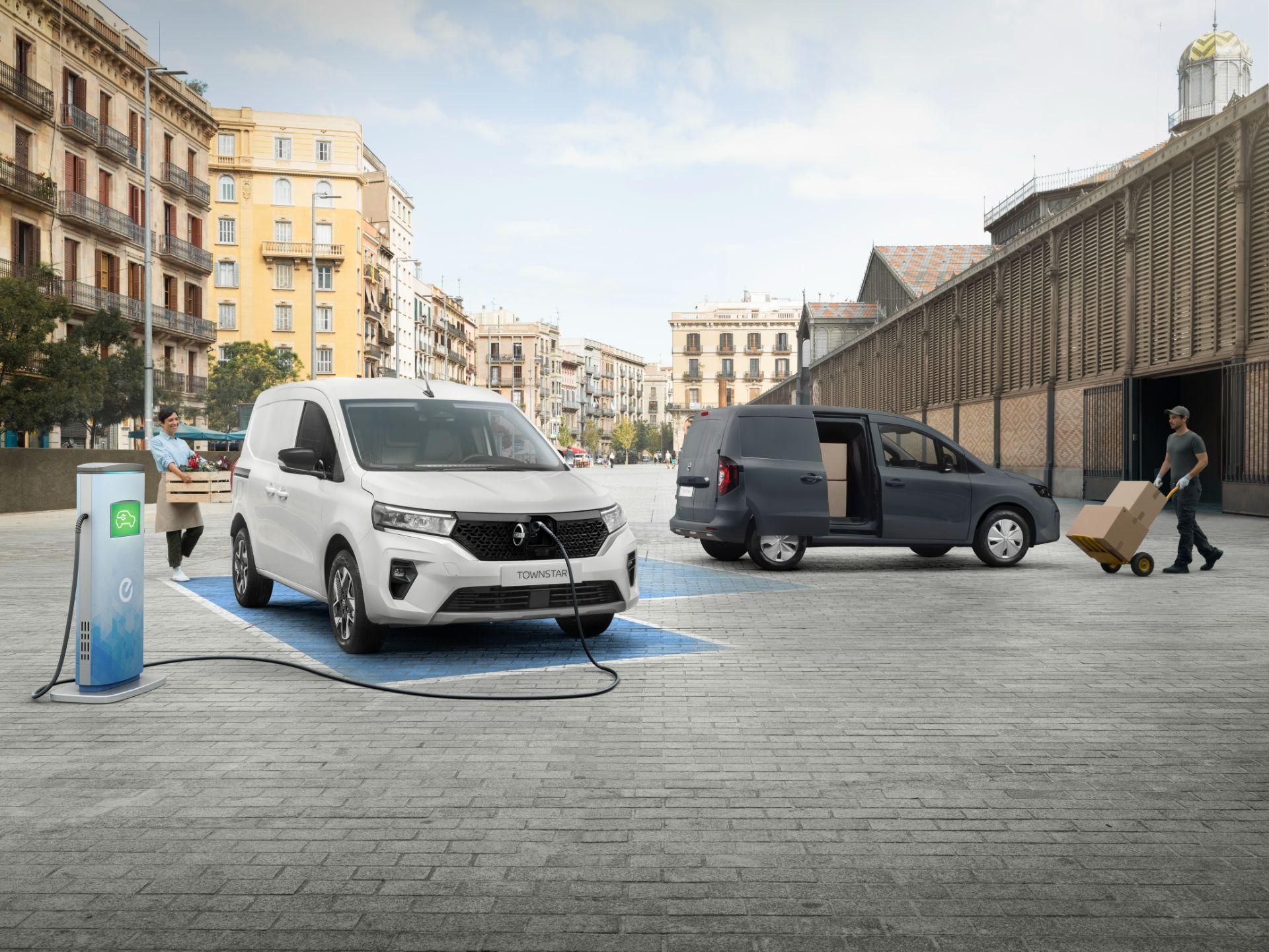 2022-Nissan-Townstar-EV-van-dynamic-10