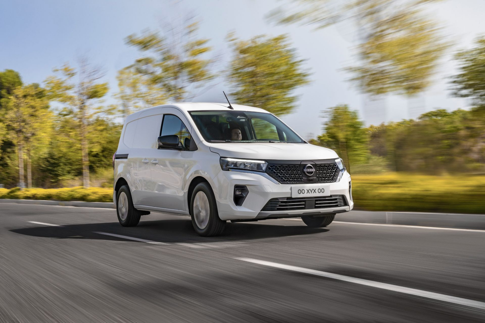 2022-Nissan-Townstar-EV-van-dynamic-2