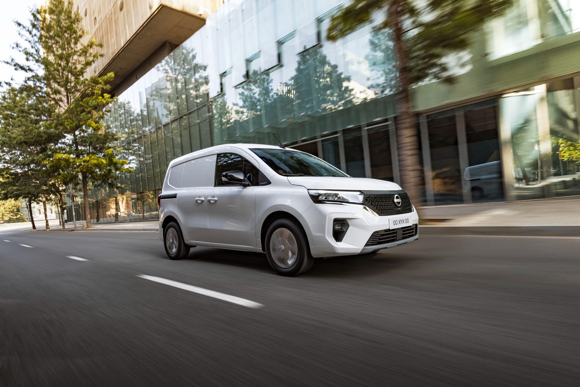 2022-Nissan-Townstar-EV-van-dynamic-3