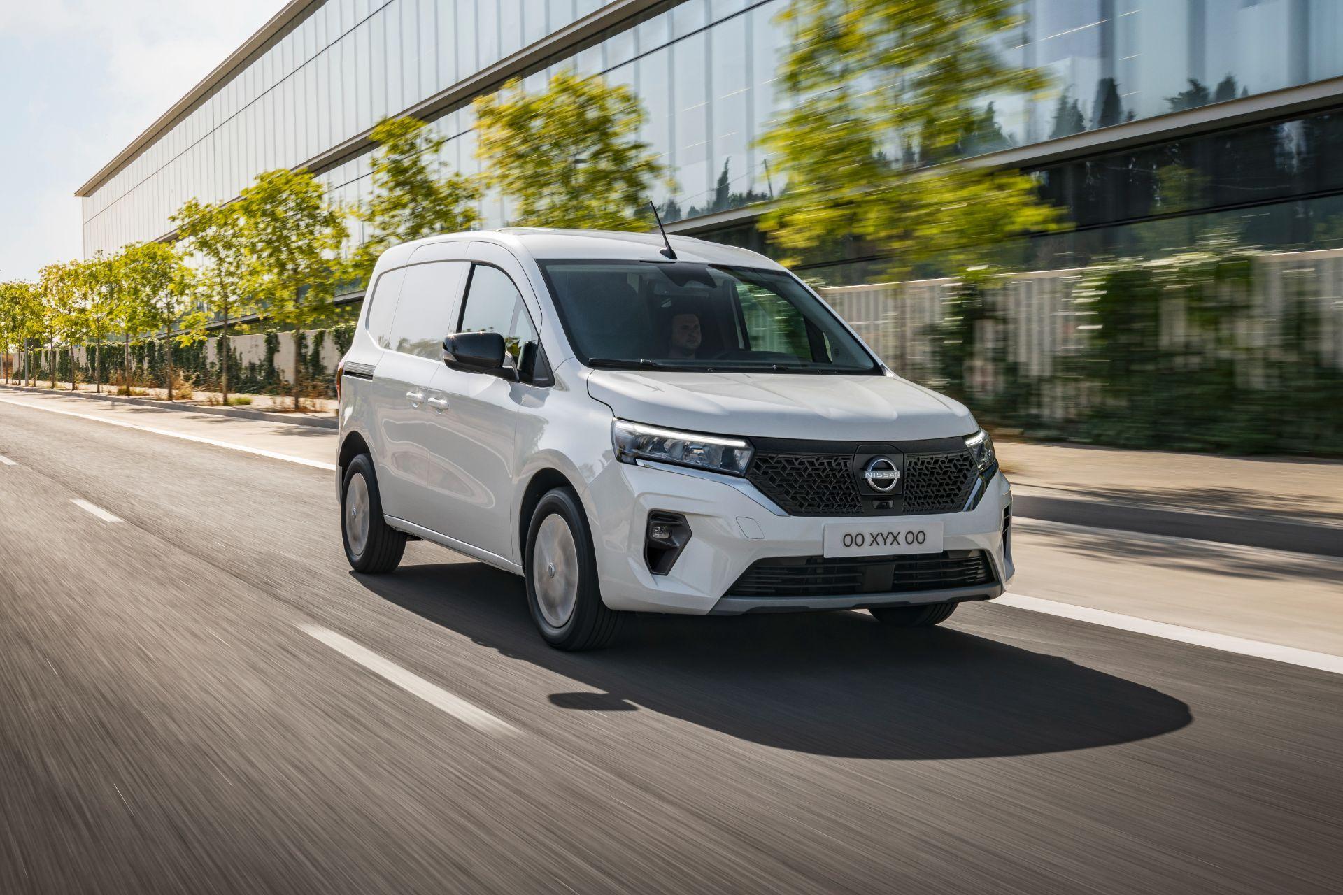 2022-Nissan-Townstar-EV-van-dynamic-4