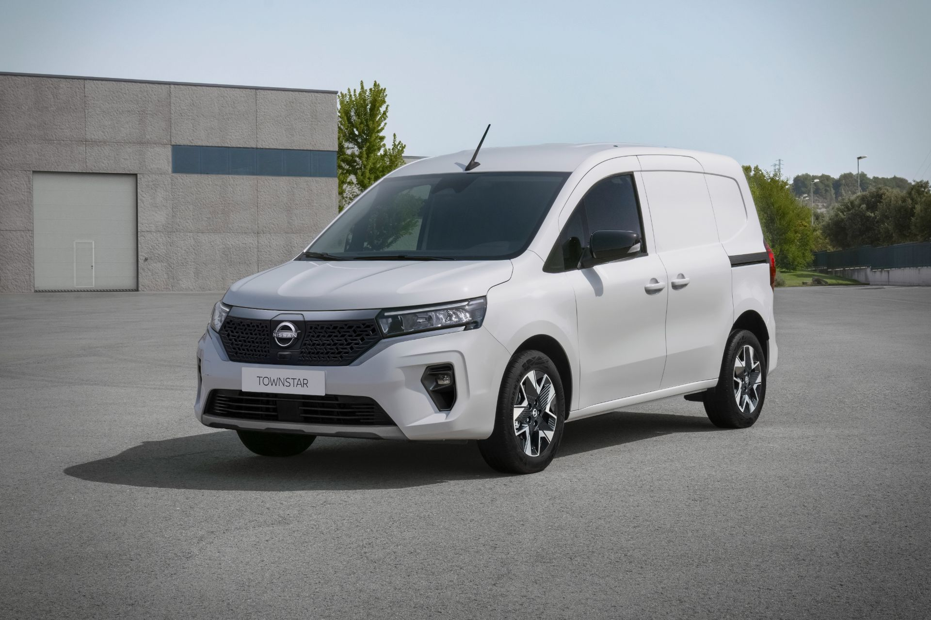 2022-Nissan-Townstar-EV-van-dynamic-5