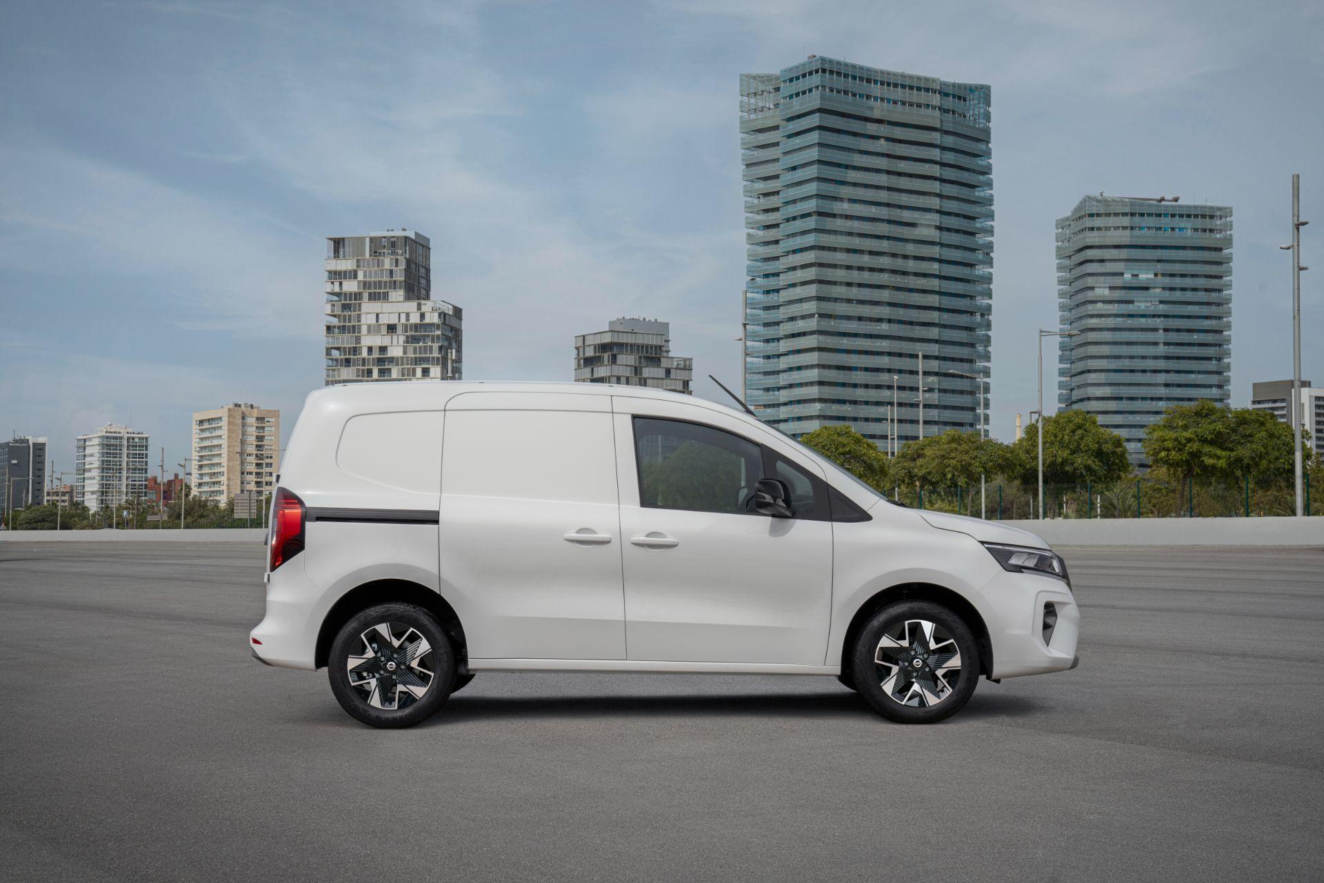 2022-Nissan-Townstar-EV-van-dynamic-6