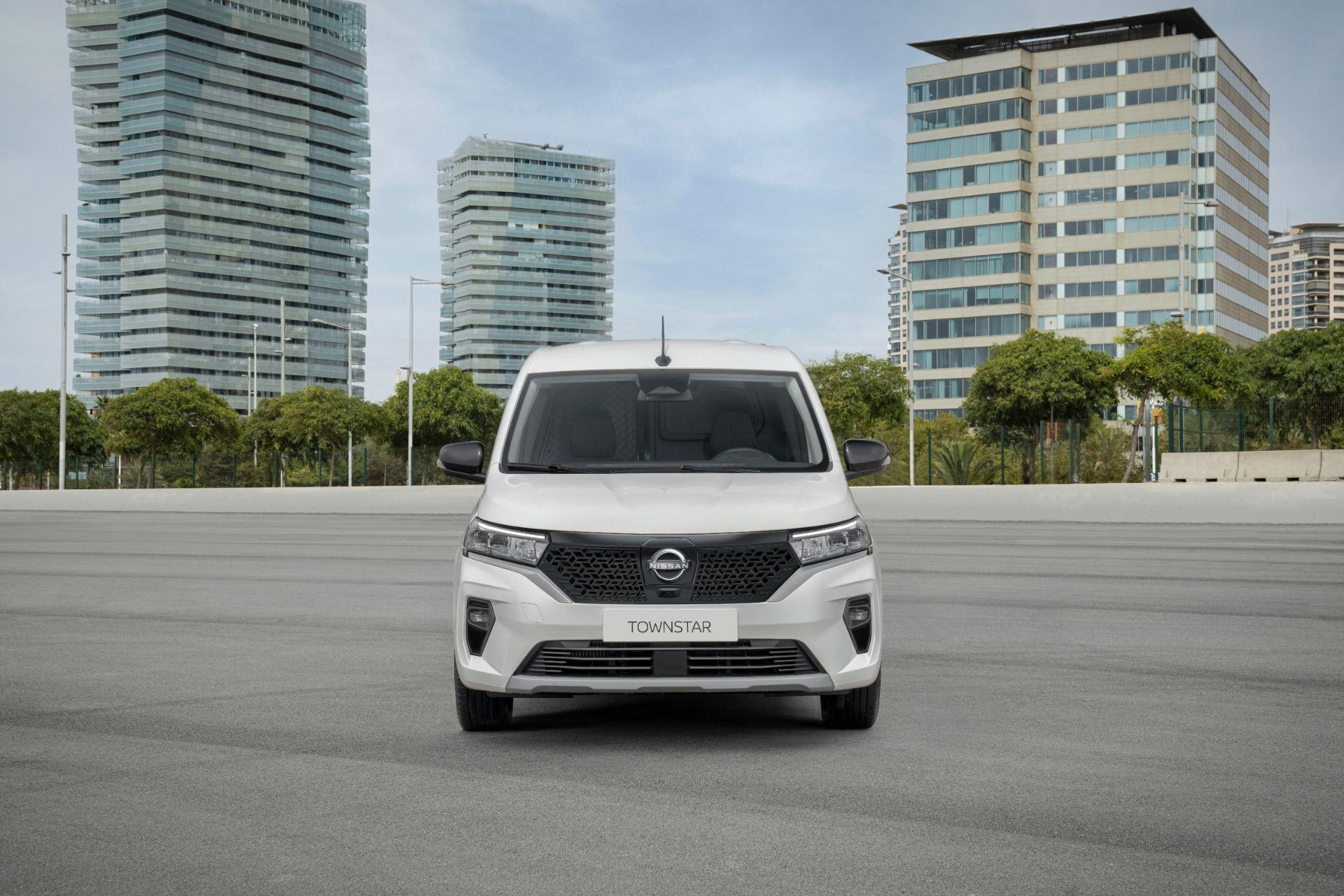 2022-Nissan-Townstar-EV-van-dynamic-7