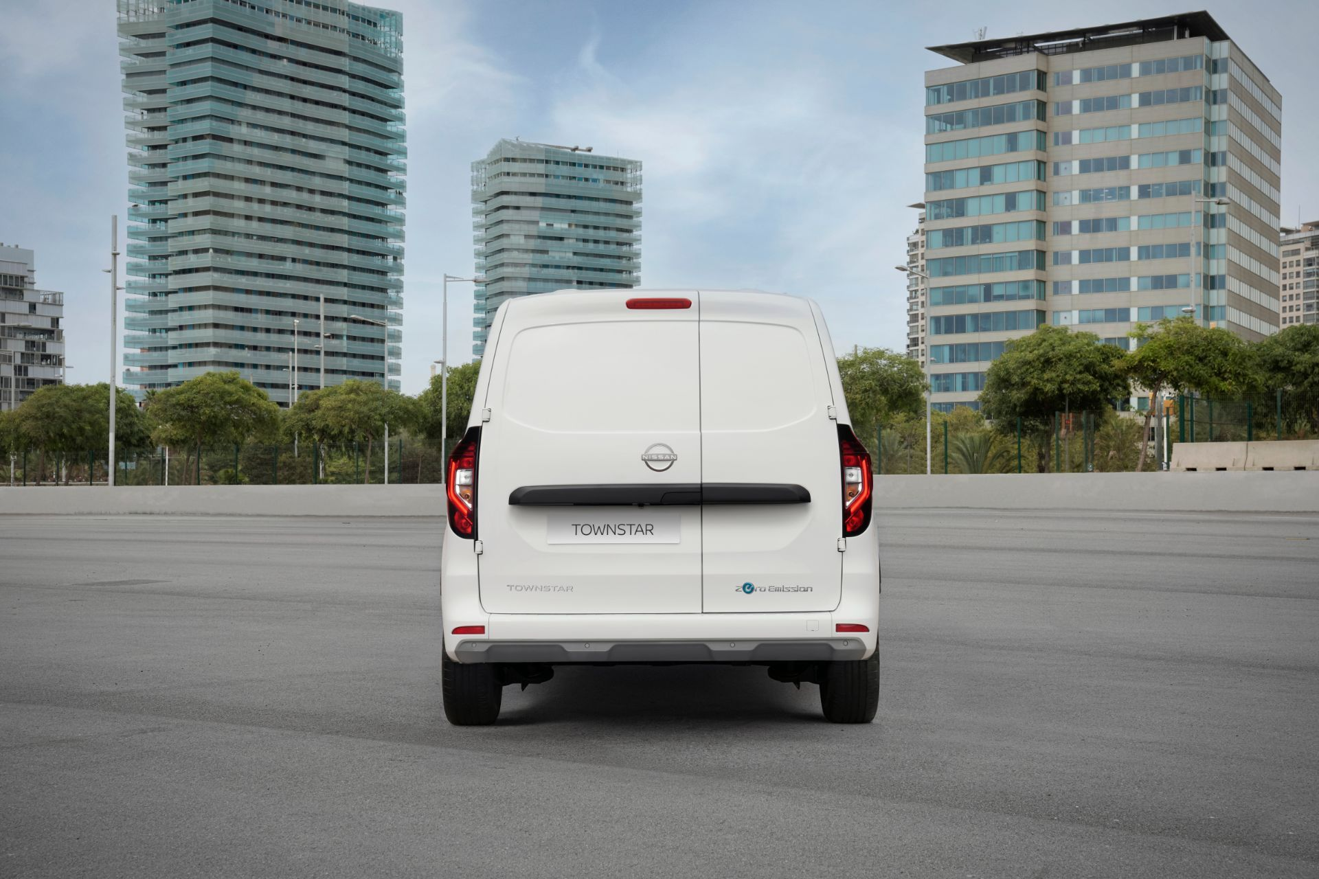 2022-Nissan-Townstar-EV-van-dynamic-9