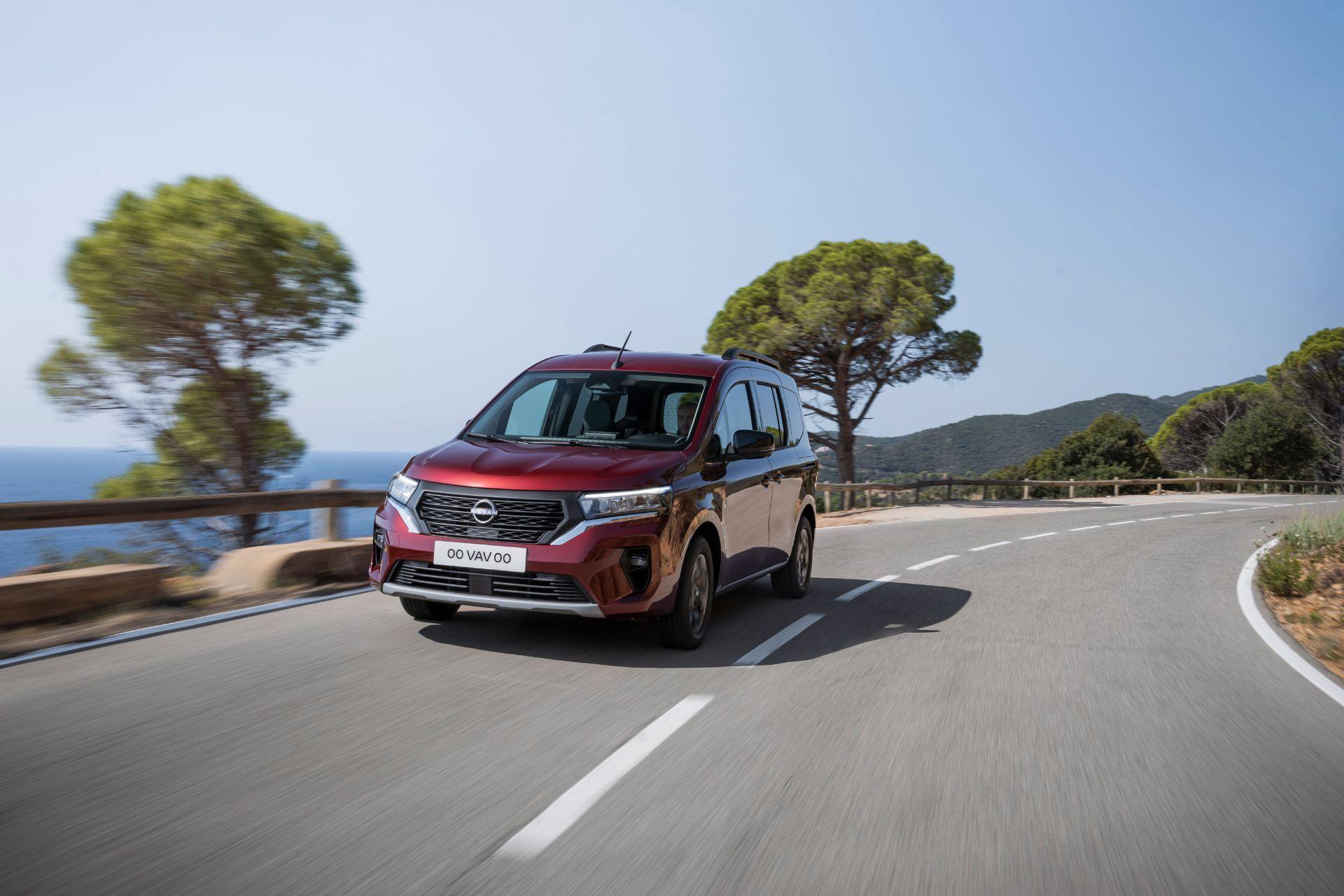 2022-Nissan-Townstar-petrol-combi-dynamic-1