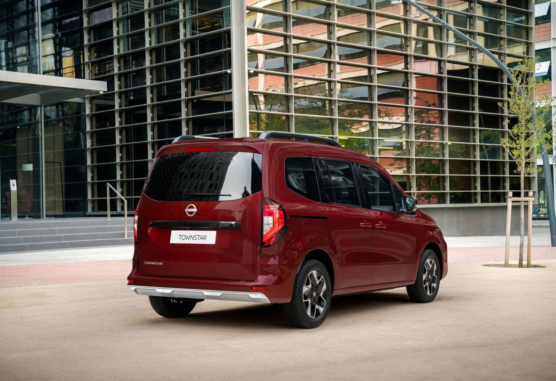 2022-Nissan-Townstar-petrol-combi-dynamic-3