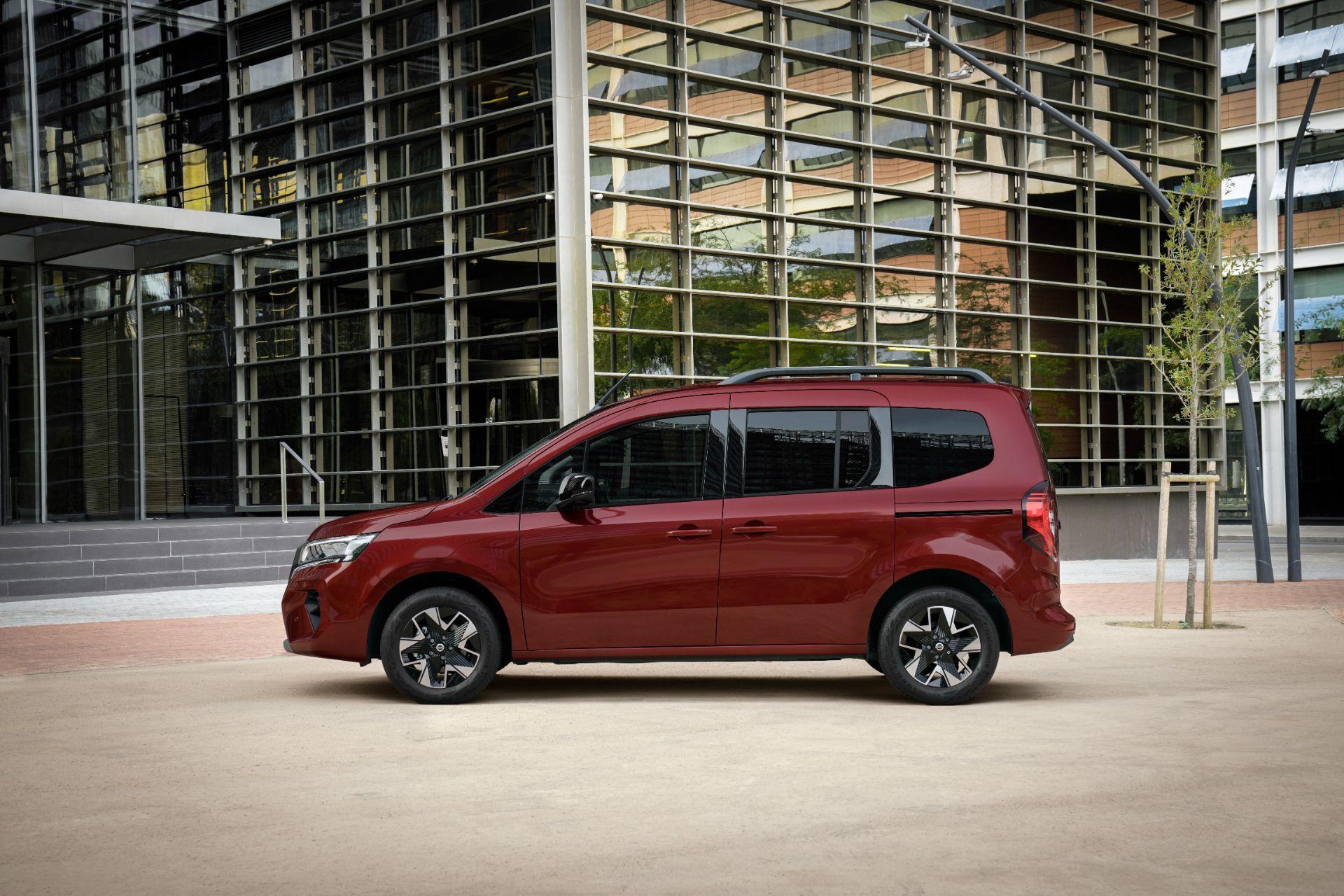 2022-Nissan-Townstar-petrol-combi-dynamic-4