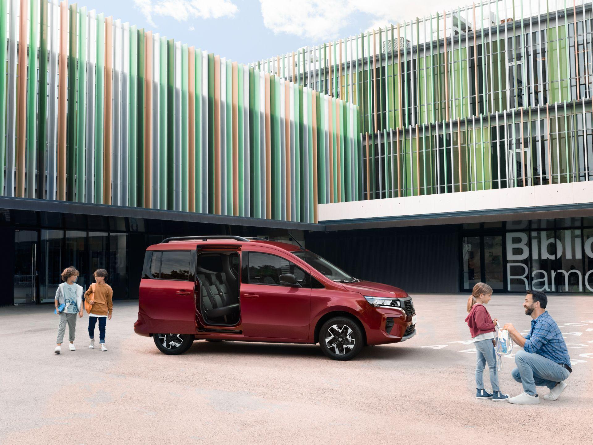 2022-Nissan-Townstar-petrol-combi-dynamic-5