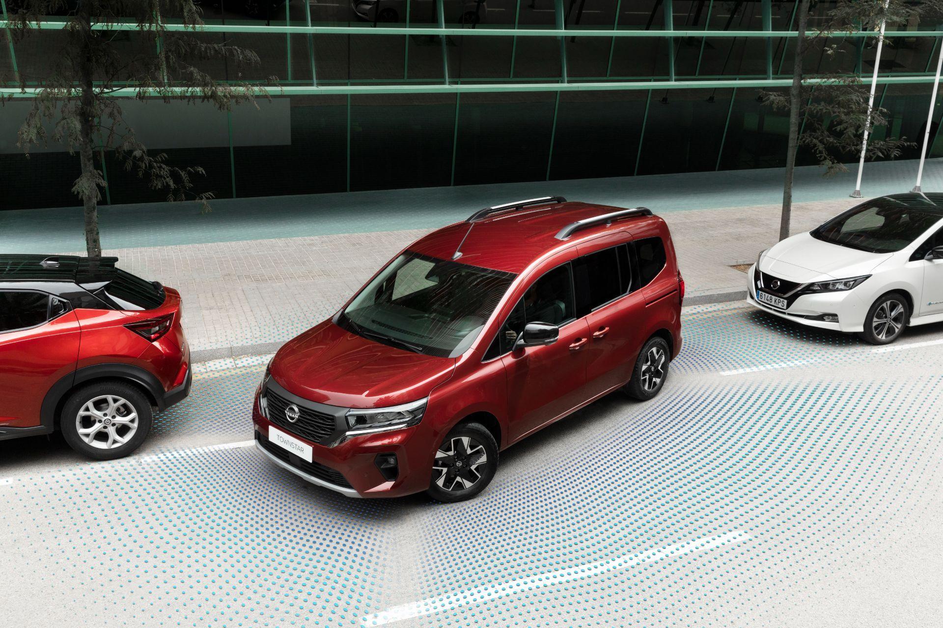 2022-Nissan-Townstar-petrol-combi-dynamic-7