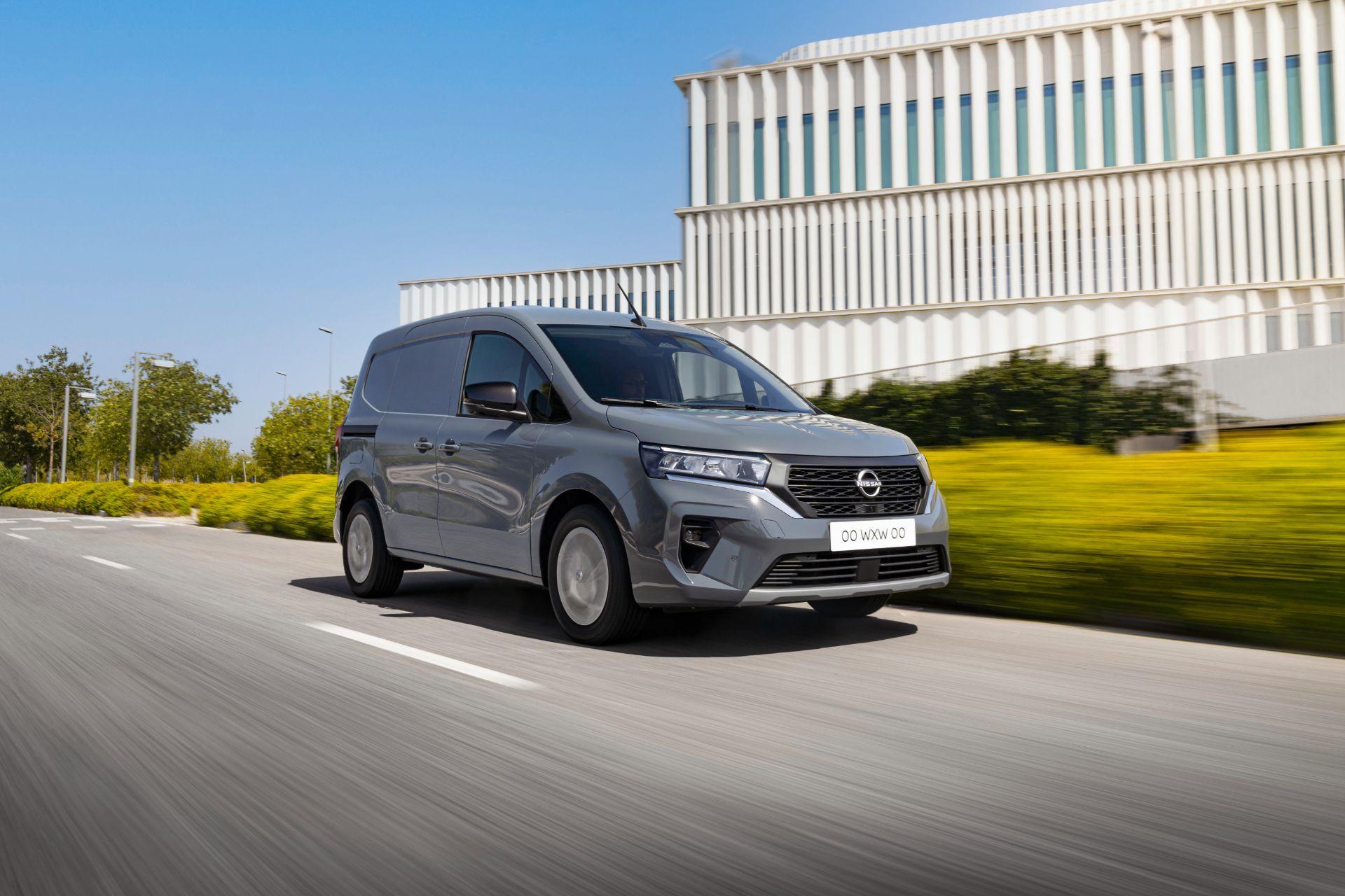 2022-Nissan-Townstar-petrol-van-dynamic-1