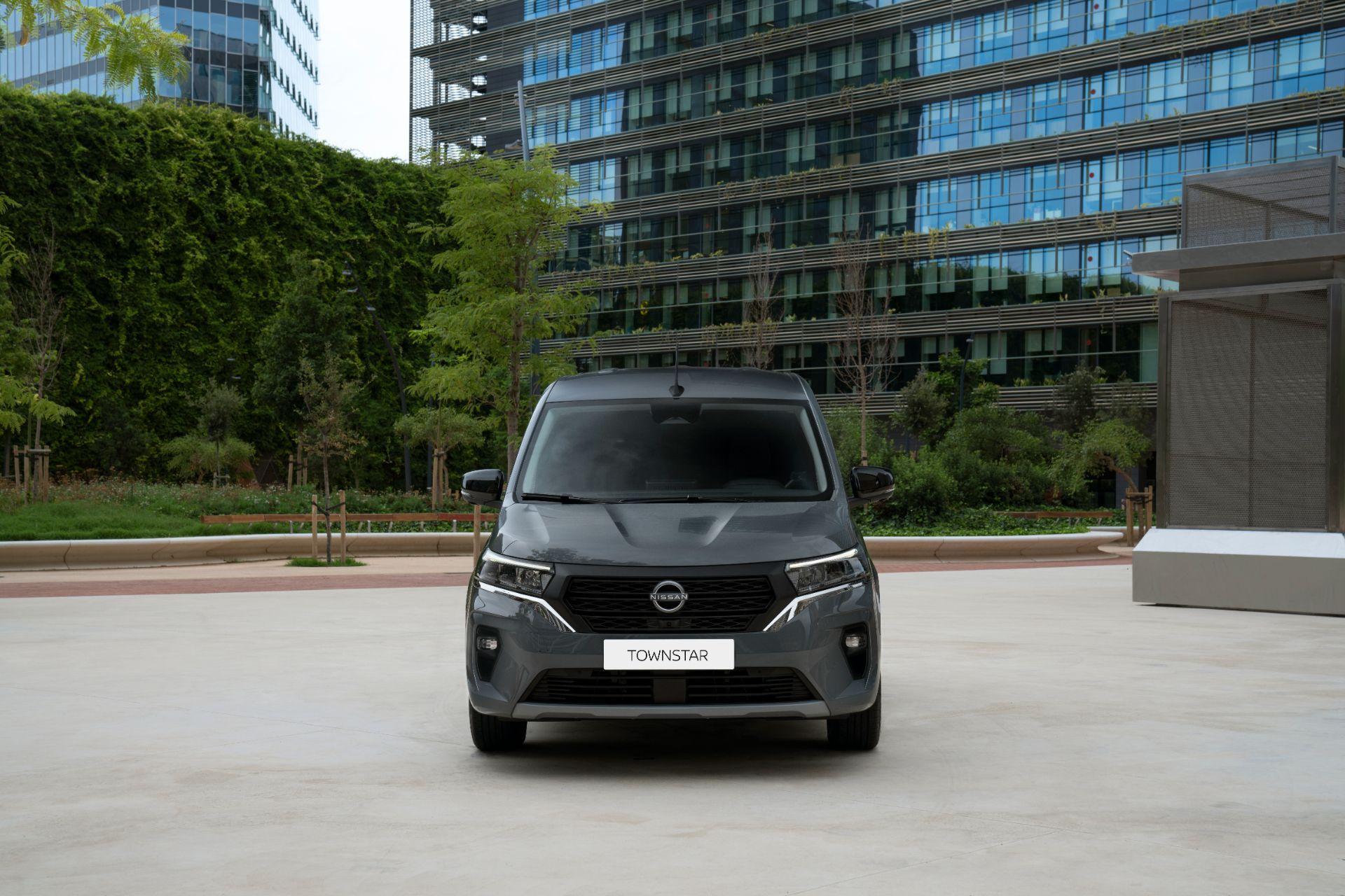 2022-Nissan-Townstar-petrol-van-dynamic-10