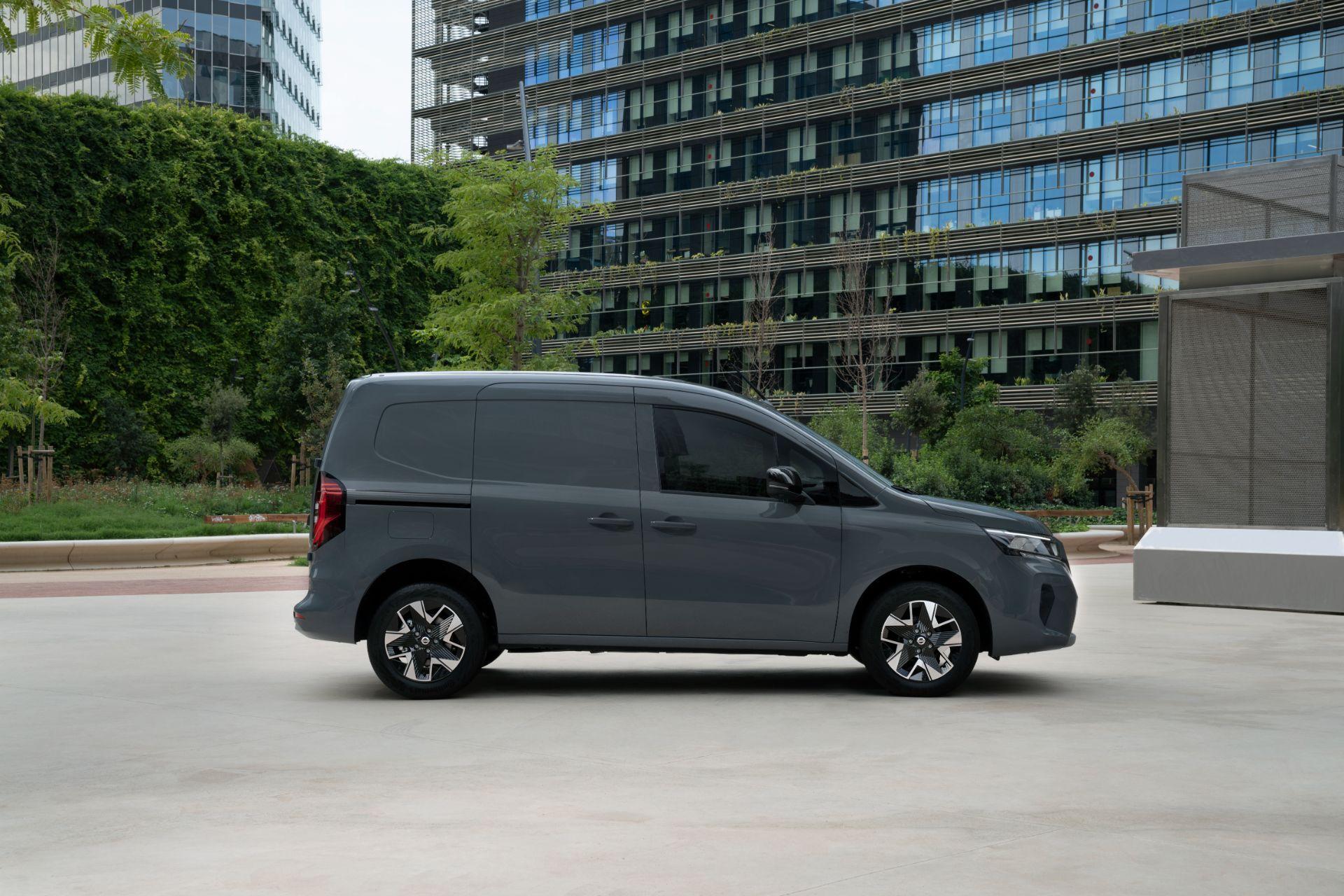 2022-Nissan-Townstar-petrol-van-dynamic-12