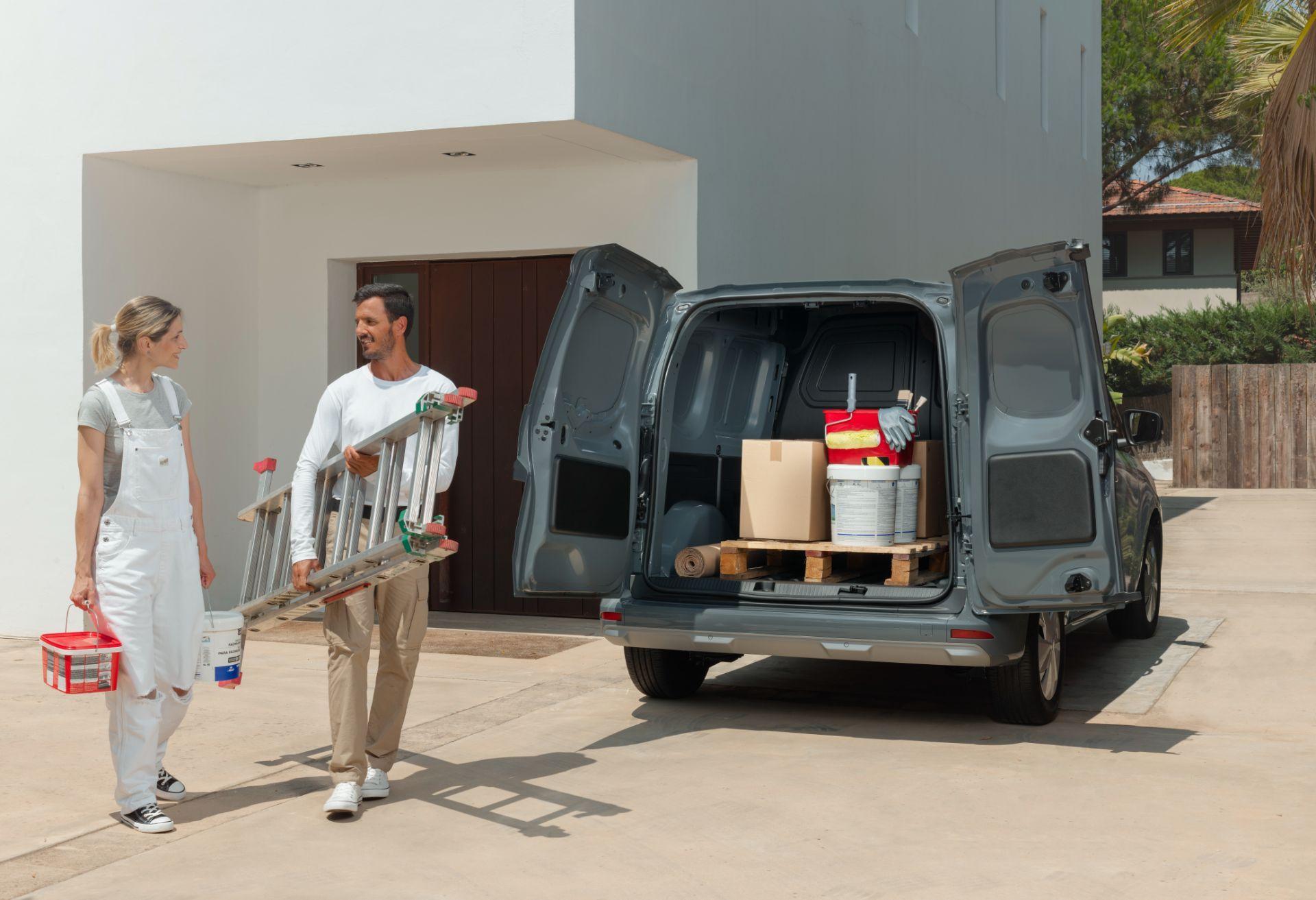 2022-Nissan-Townstar-petrol-van-dynamic-13