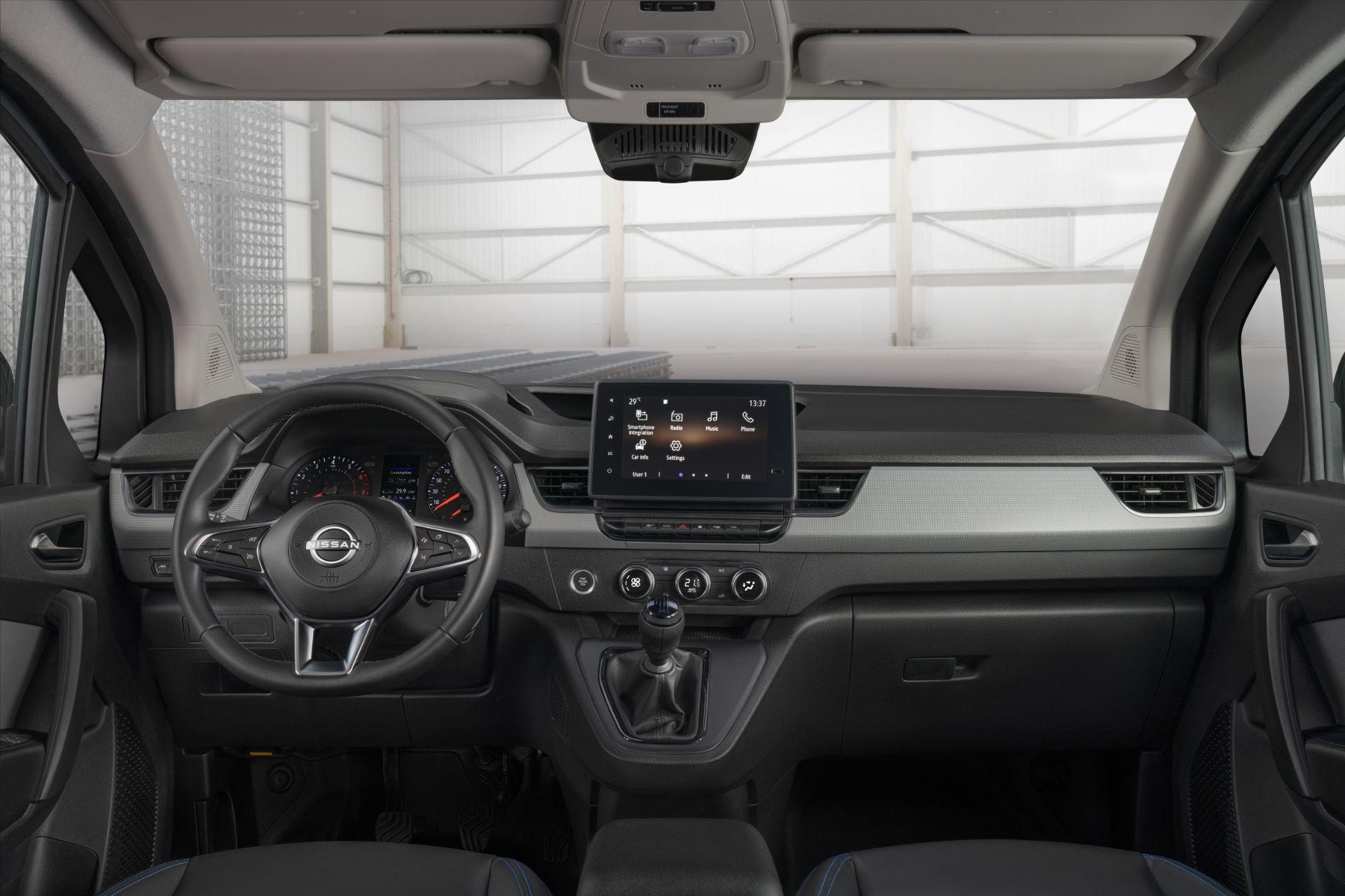 2022-Nissan-Townstar-petrol-van-dynamic-14