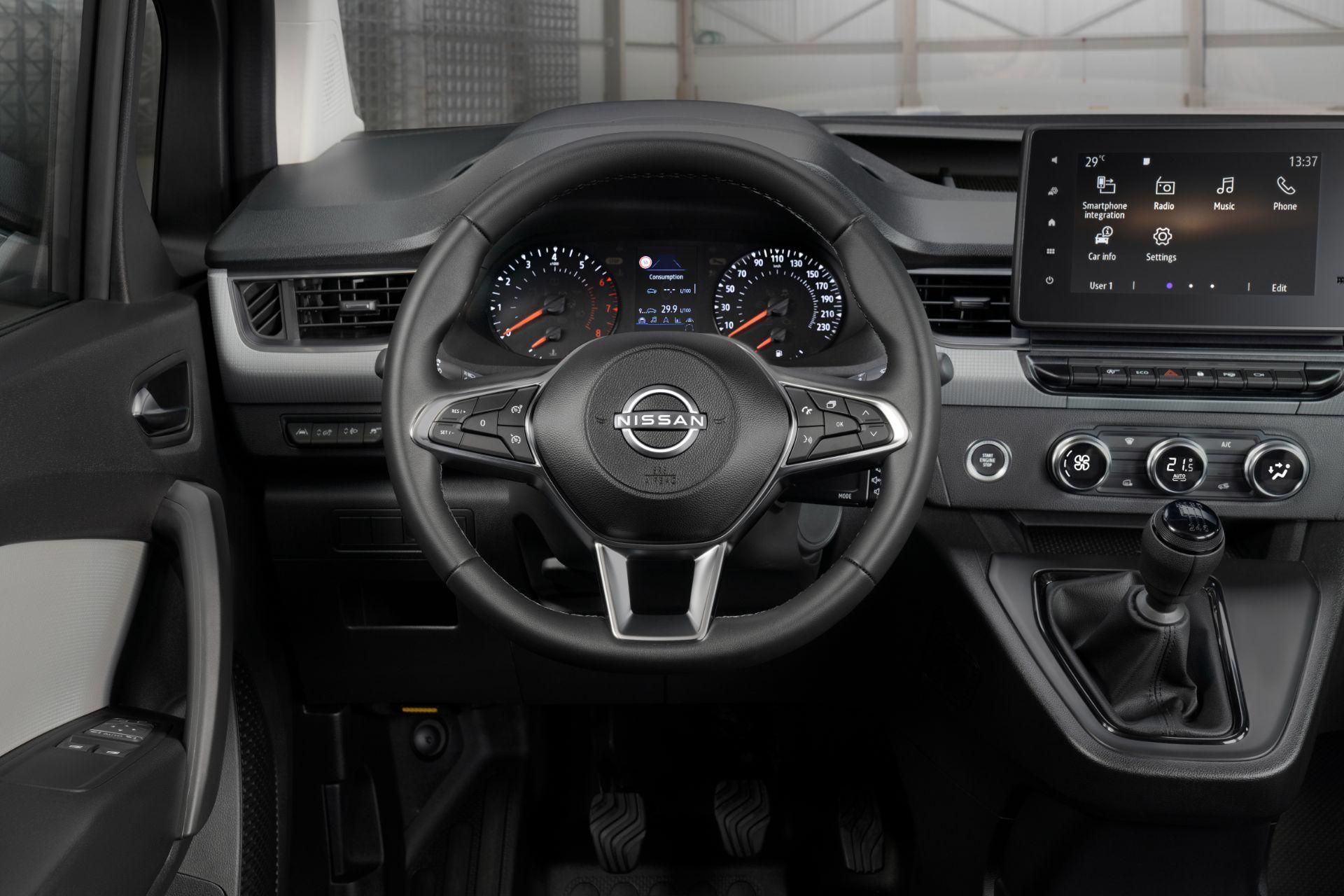 2022-Nissan-Townstar-petrol-van-dynamic-15