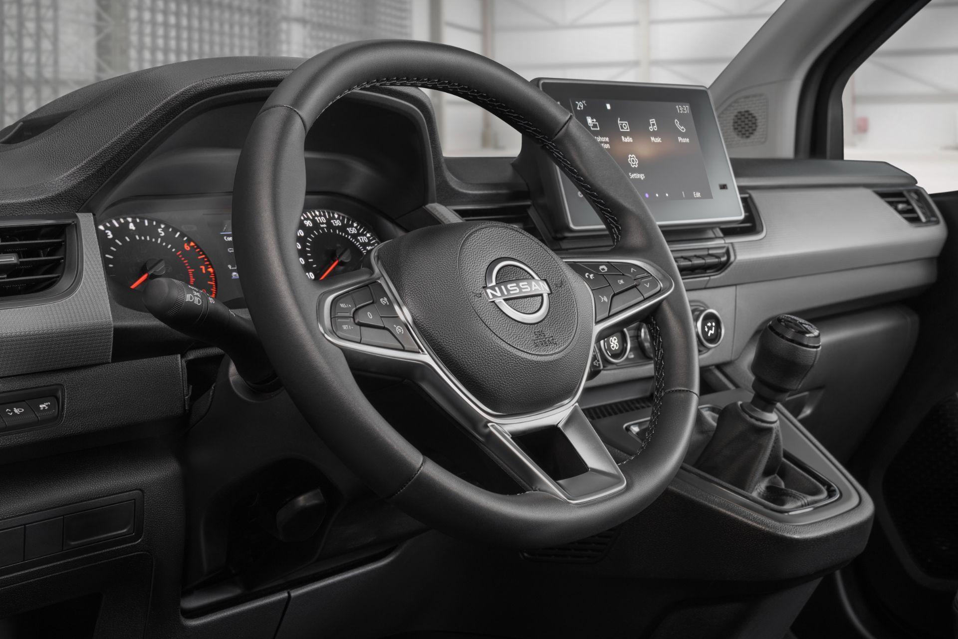 2022-Nissan-Townstar-petrol-van-dynamic-16