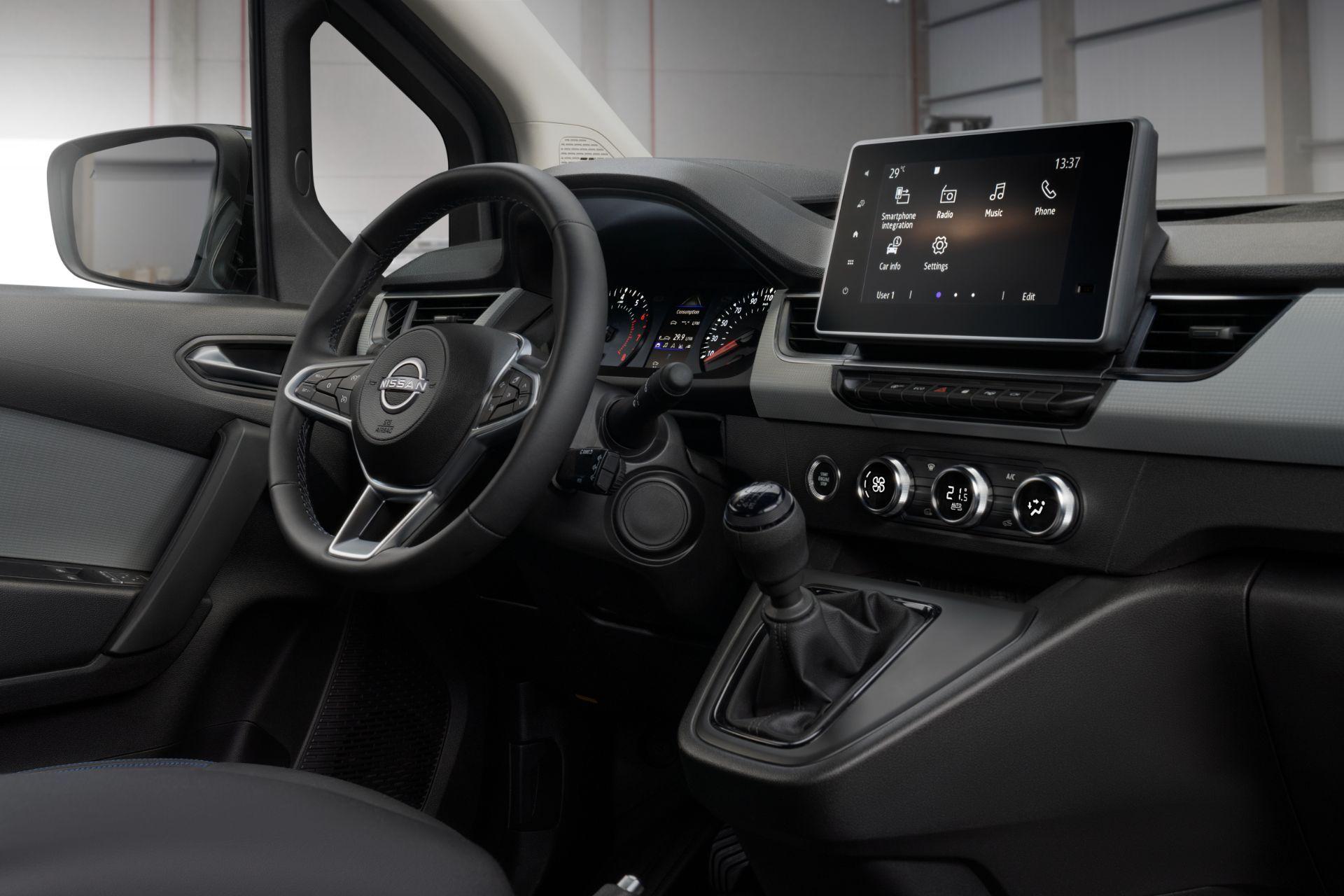 2022-Nissan-Townstar-petrol-van-dynamic-18