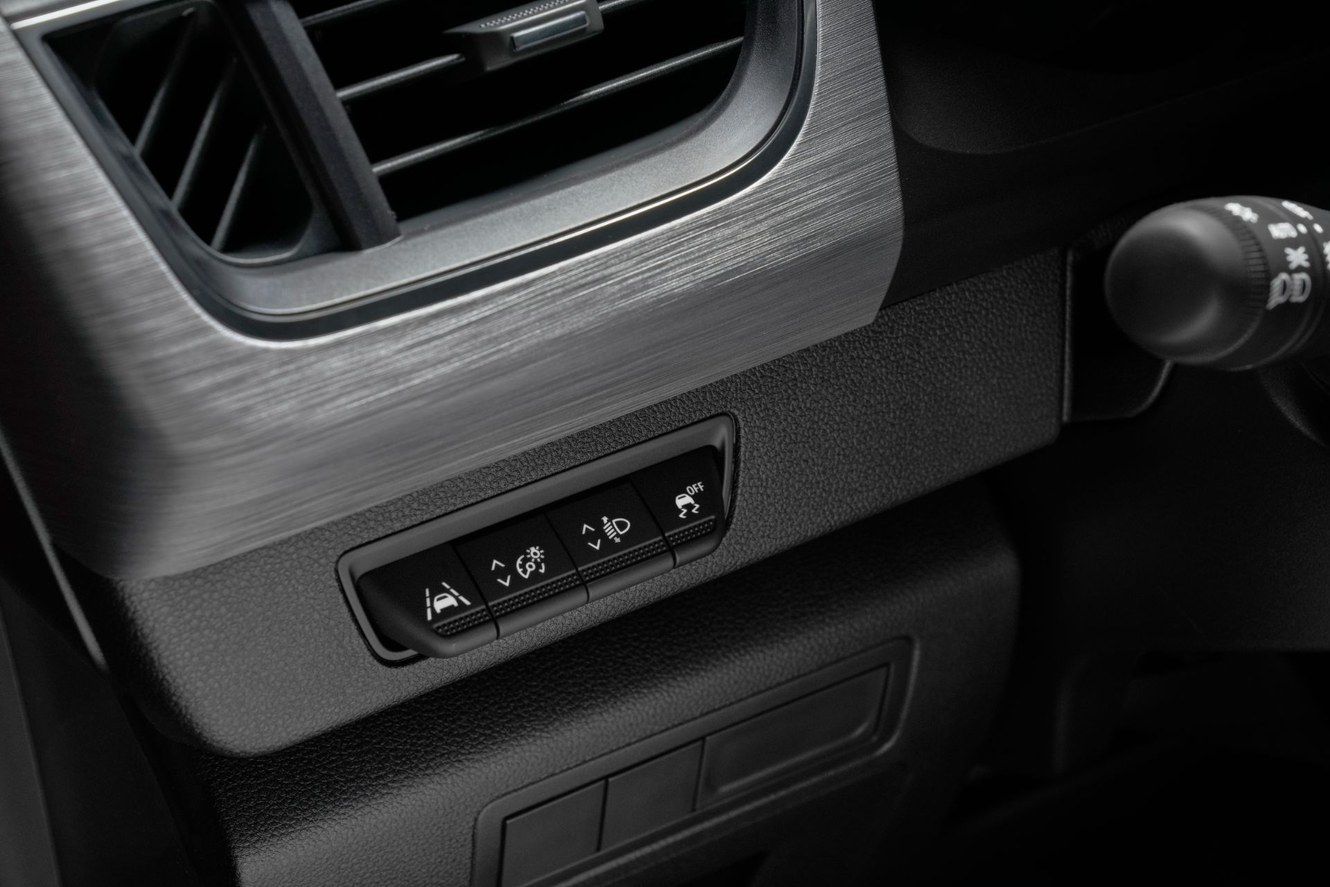 2022-Nissan-Townstar-petrol-van-dynamic-19