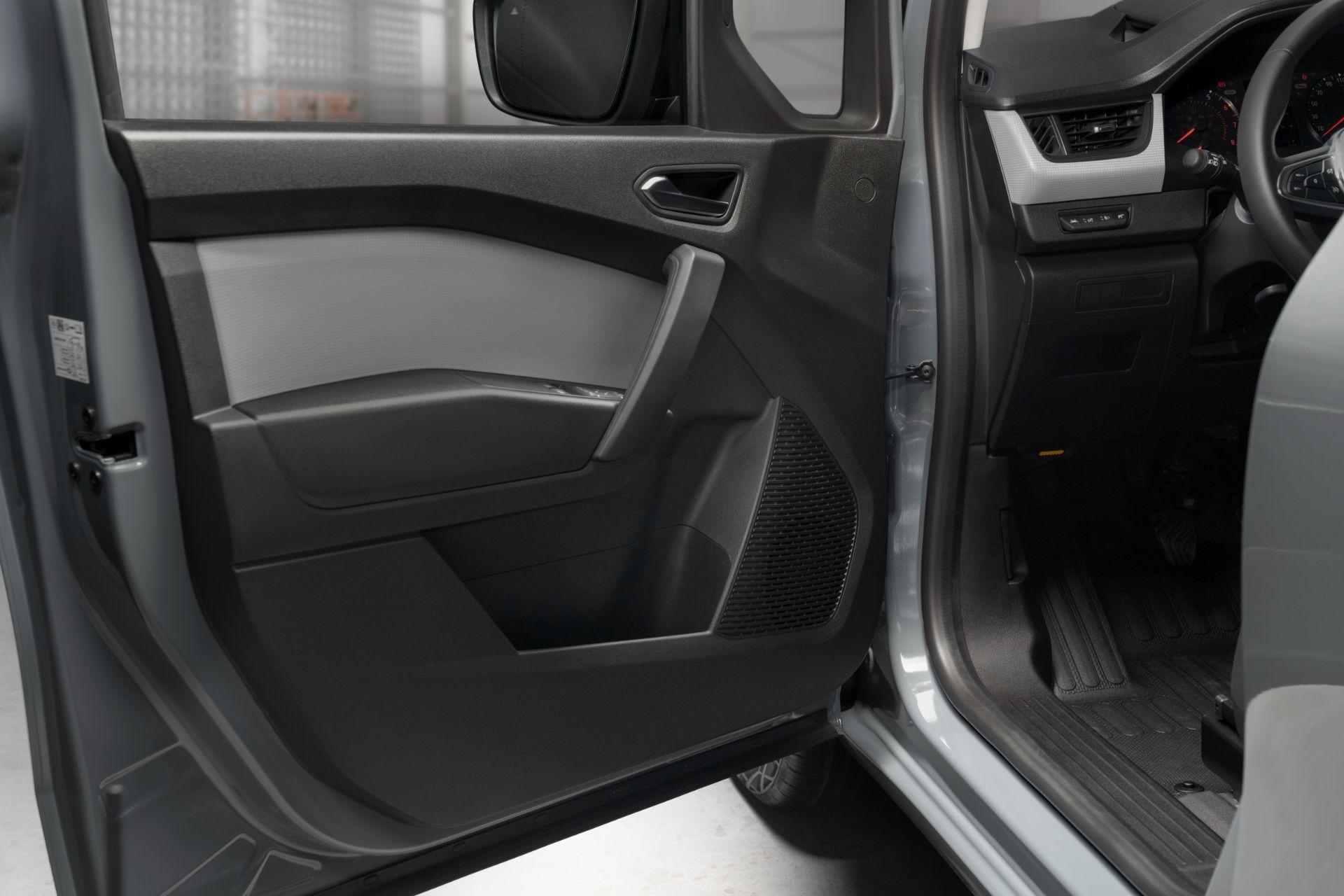 2022-Nissan-Townstar-petrol-van-dynamic-20