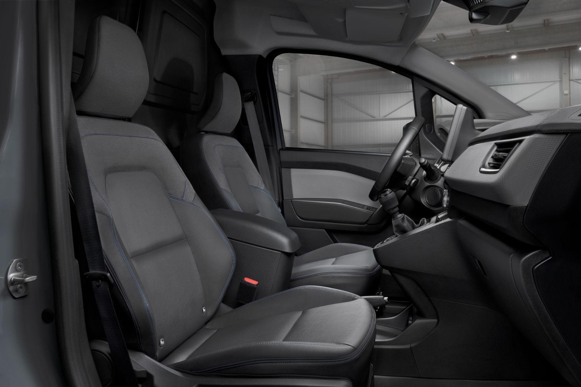2022-Nissan-Townstar-petrol-van-dynamic-21