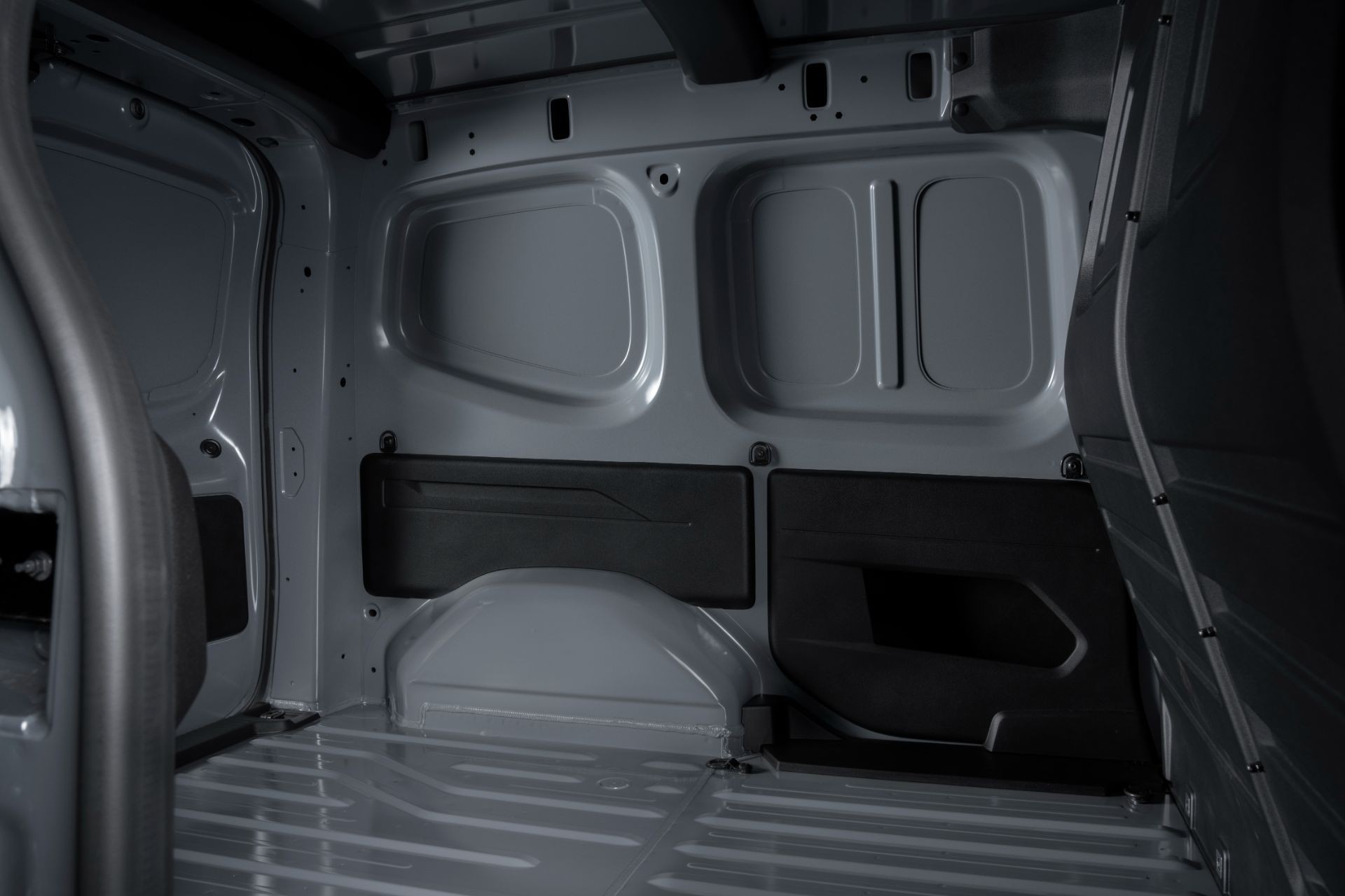 2022-Nissan-Townstar-petrol-van-dynamic-22