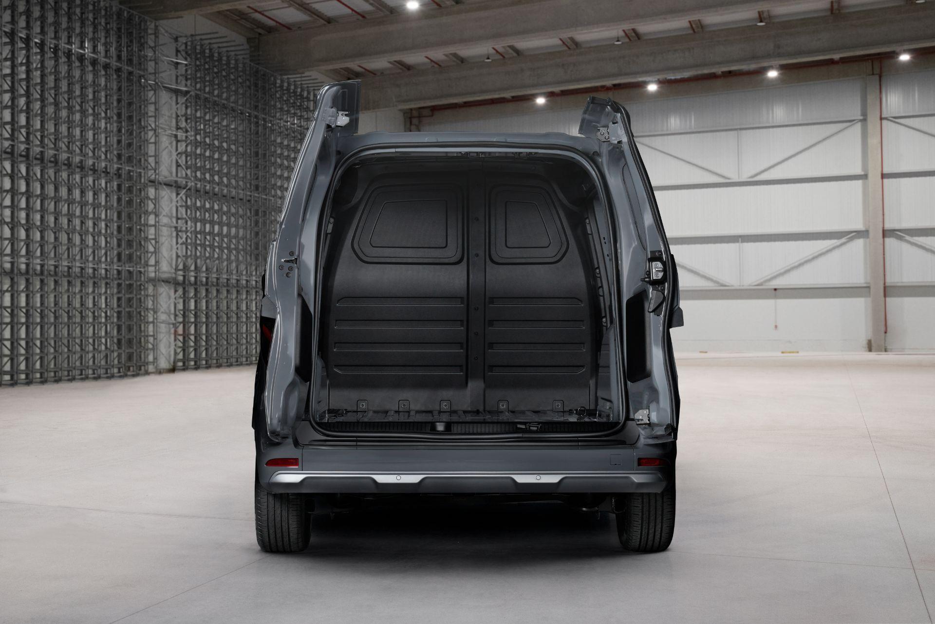 2022-Nissan-Townstar-petrol-van-dynamic-23