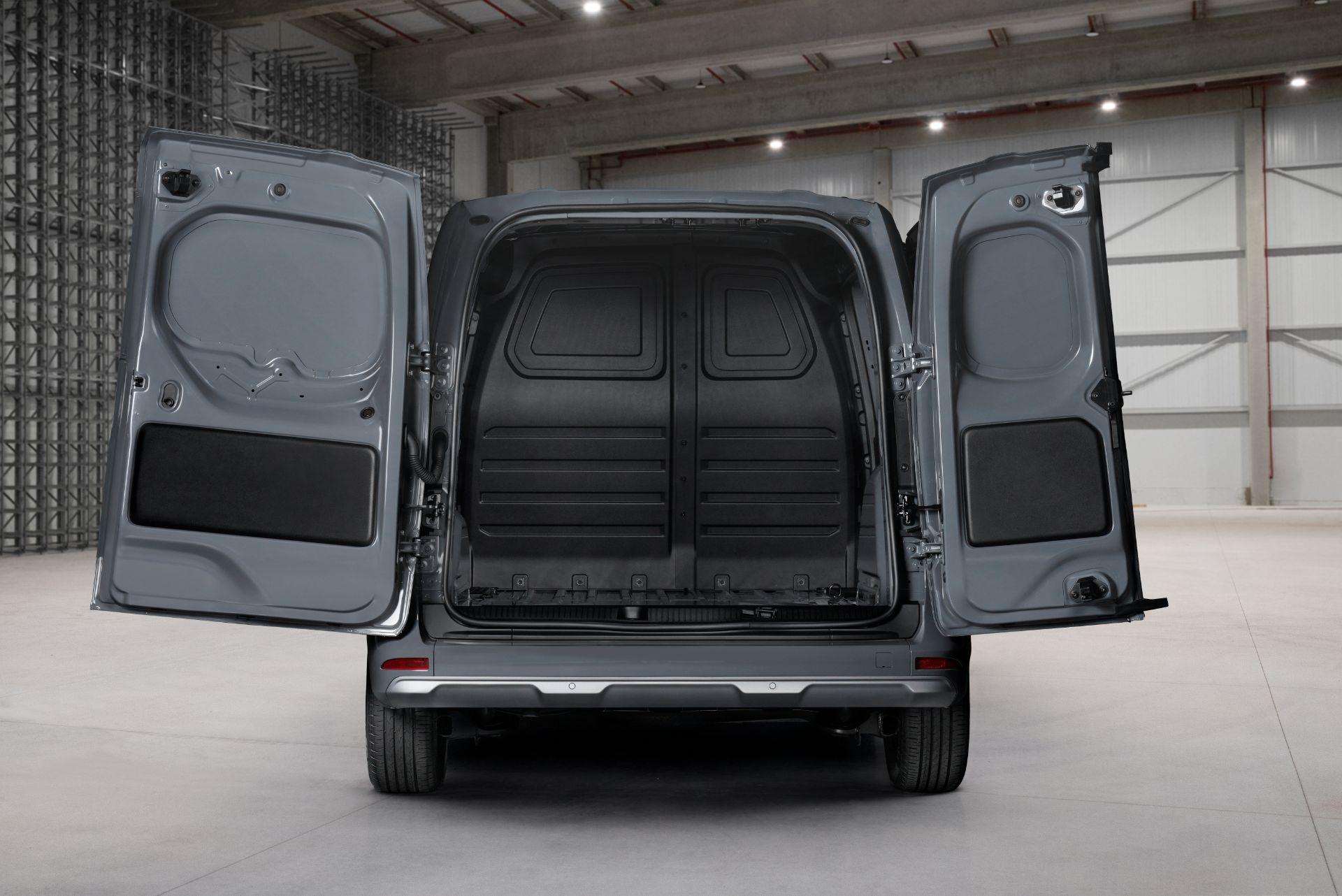 2022-Nissan-Townstar-petrol-van-dynamic-24