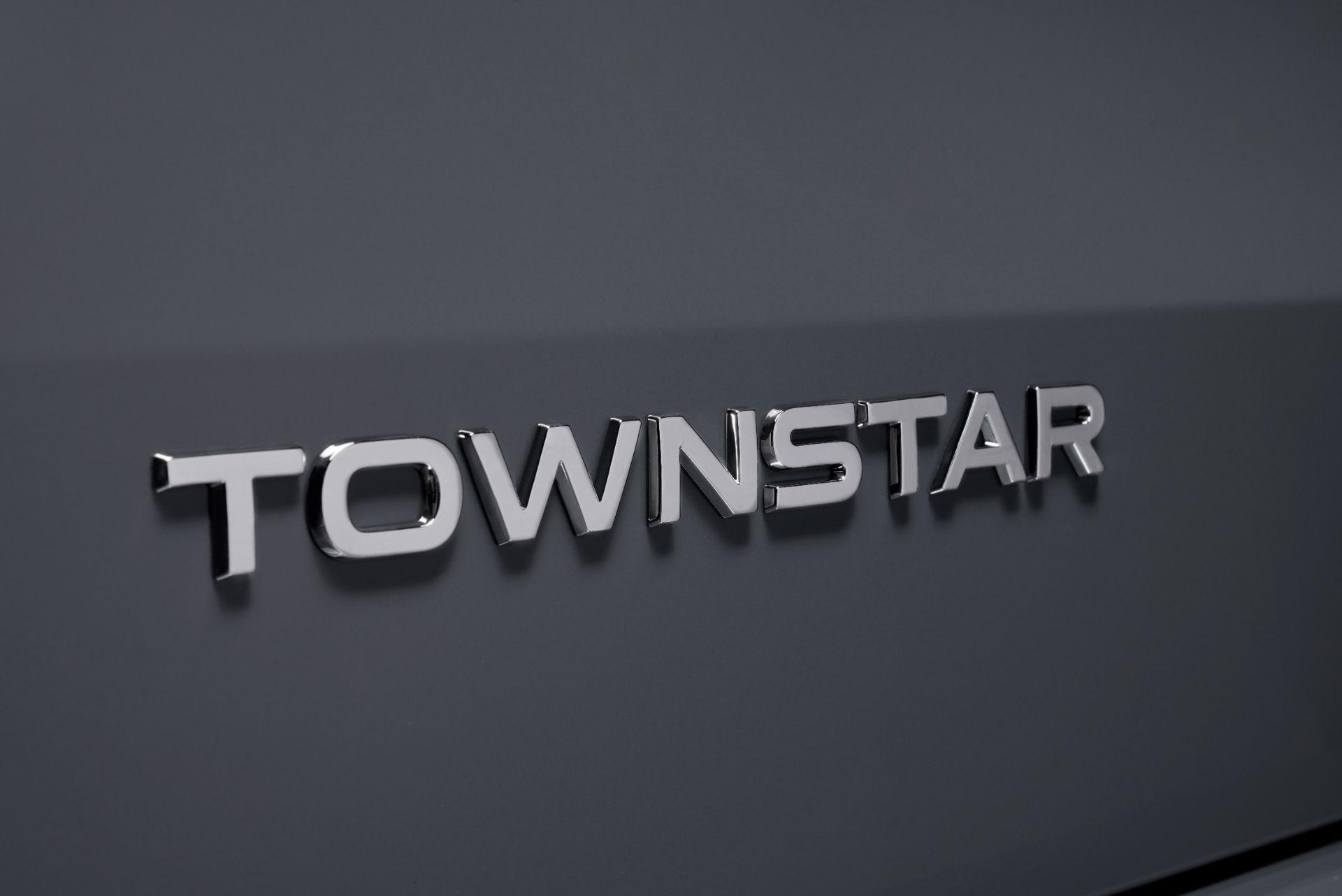 2022-Nissan-Townstar-petrol-van-dynamic-28