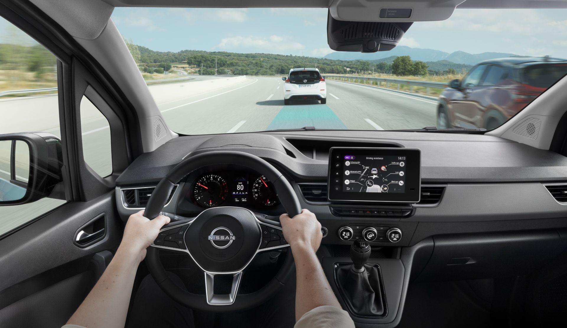 2022-Nissan-Townstar-petrol-van-dynamic-29