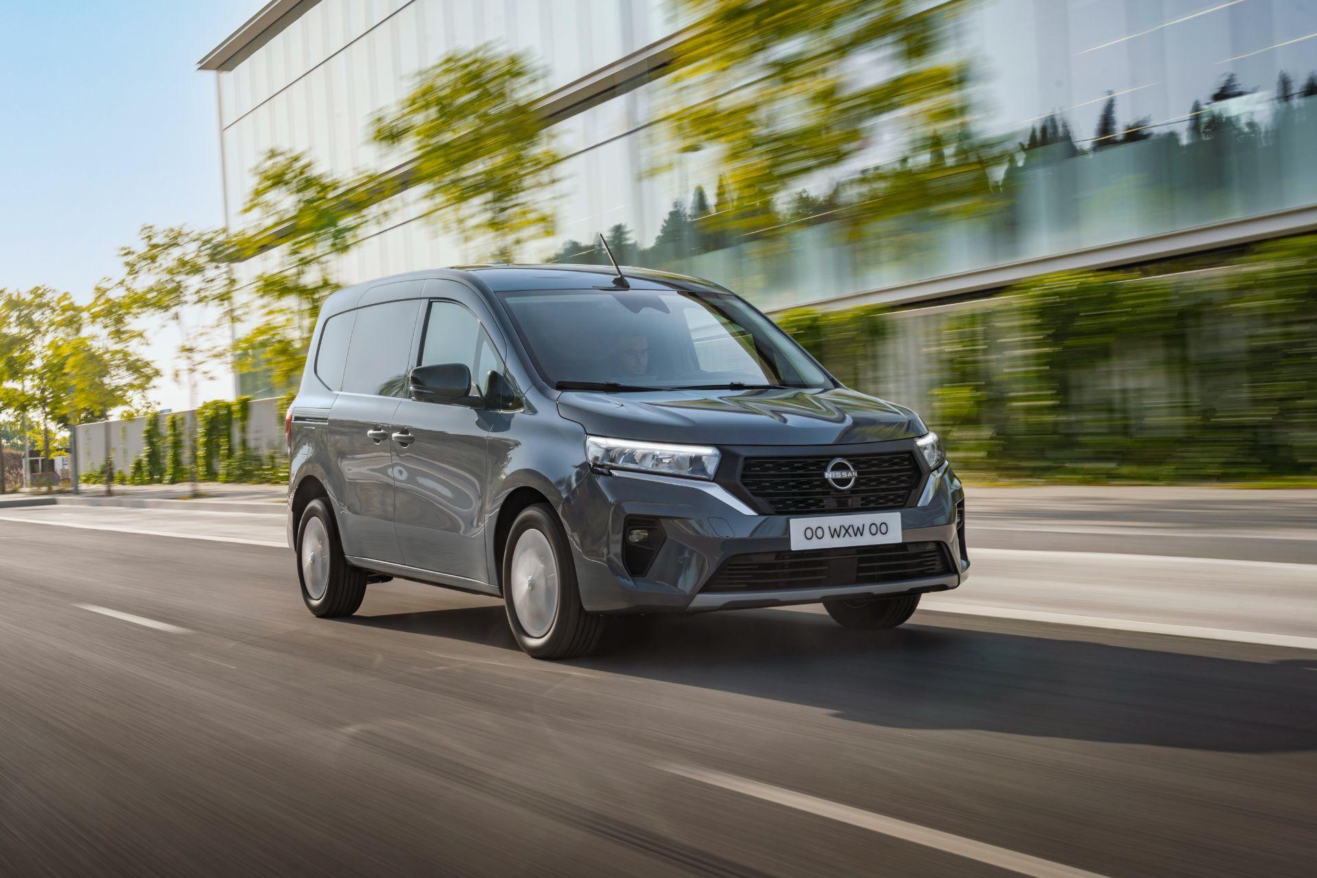 2022-Nissan-Townstar-petrol-van-dynamic-3
