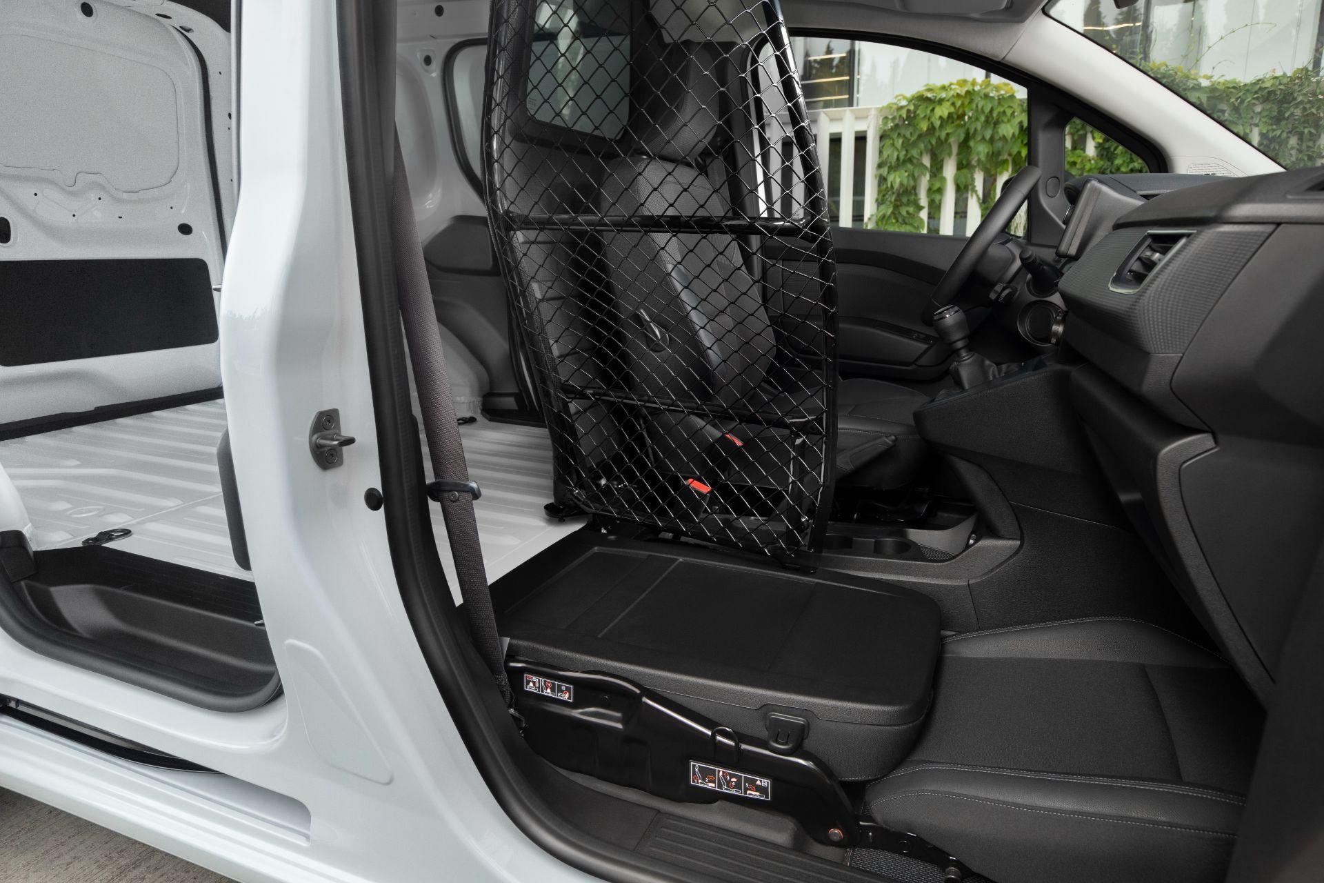 2022-Nissan-Townstar-petrol-van-dynamic-30
