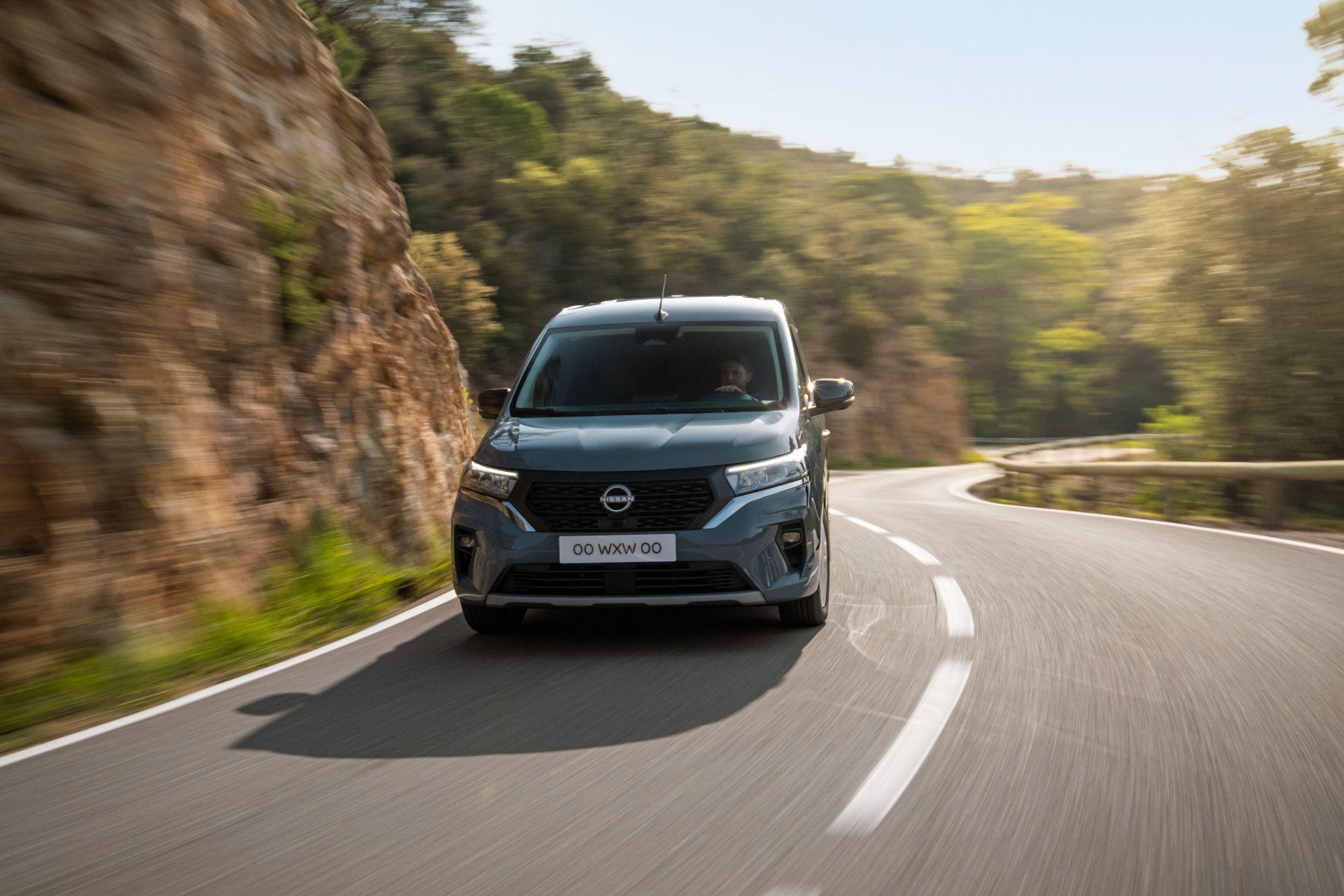 2022-Nissan-Townstar-petrol-van-dynamic-4