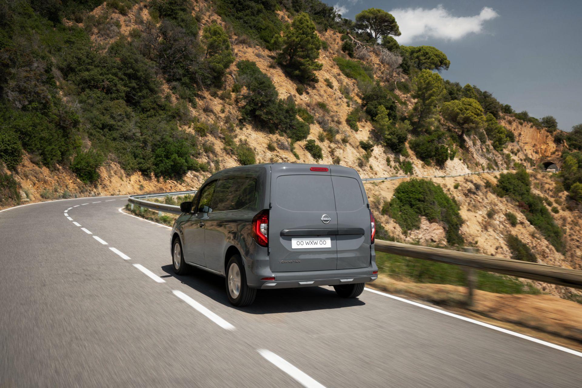 2022-Nissan-Townstar-petrol-van-dynamic-5