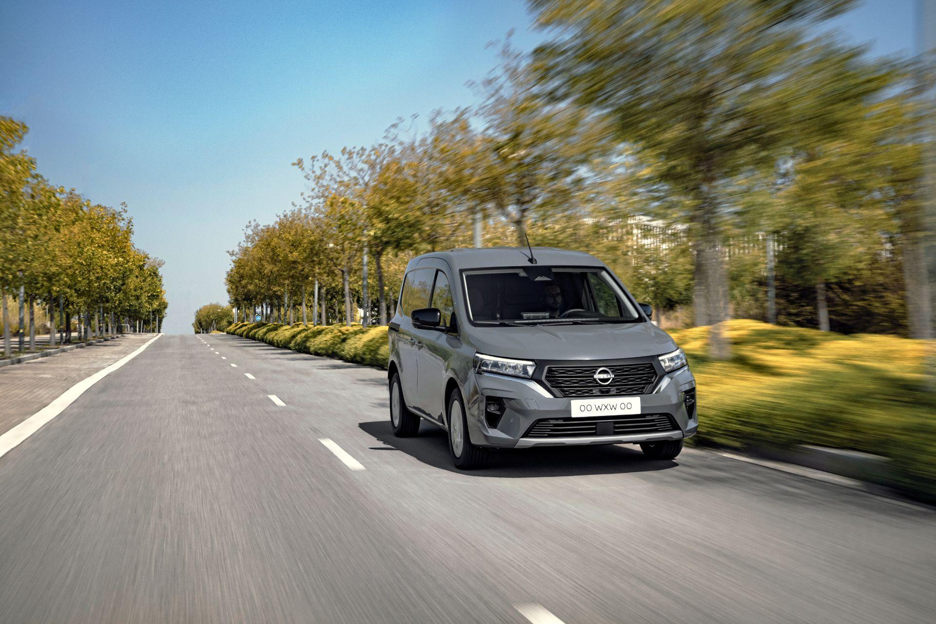 2022-Nissan-Townstar-petrol-van-dynamic-6
